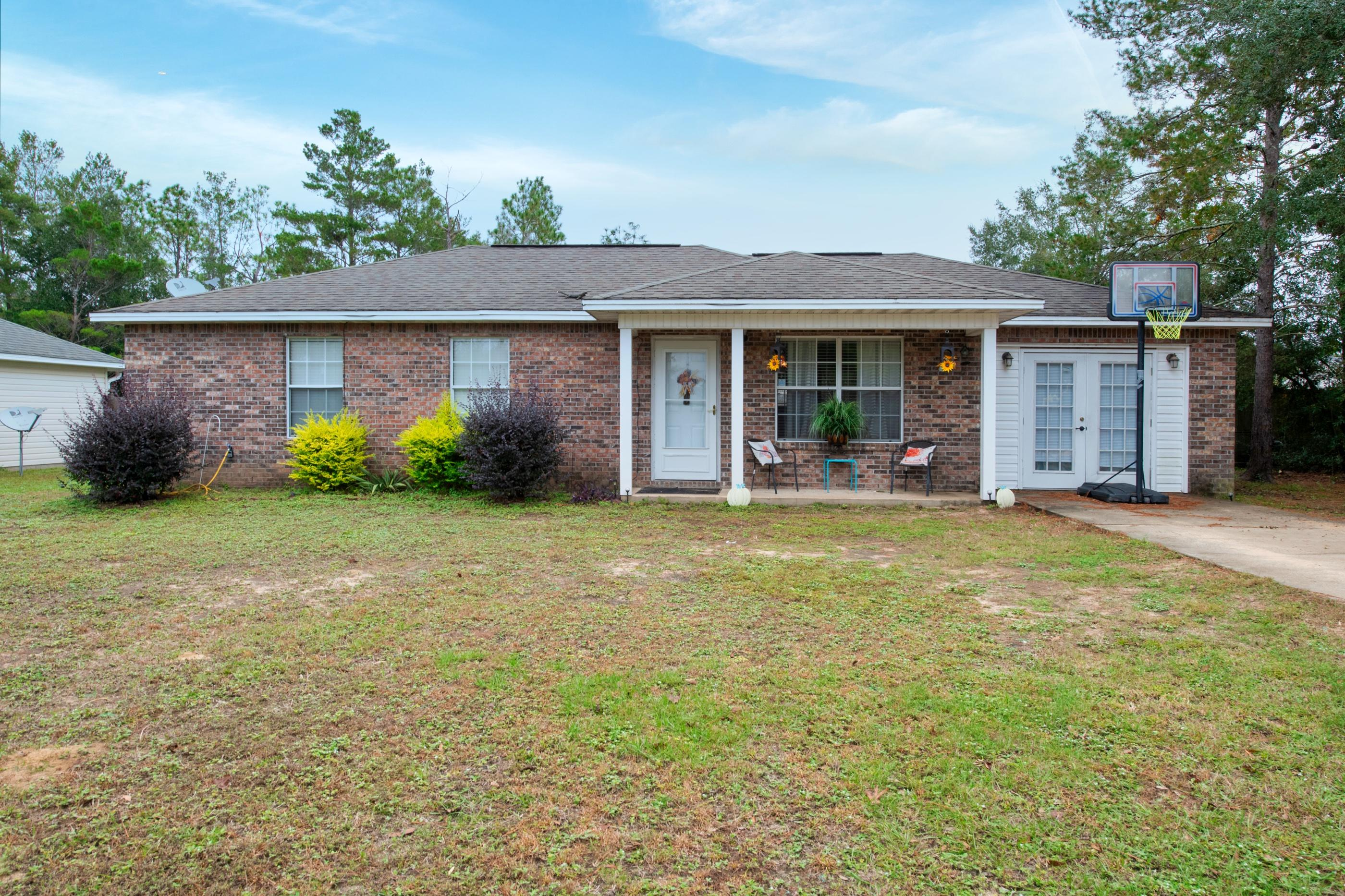Photo of home for sale at 5123 2nd, Crestview FL
