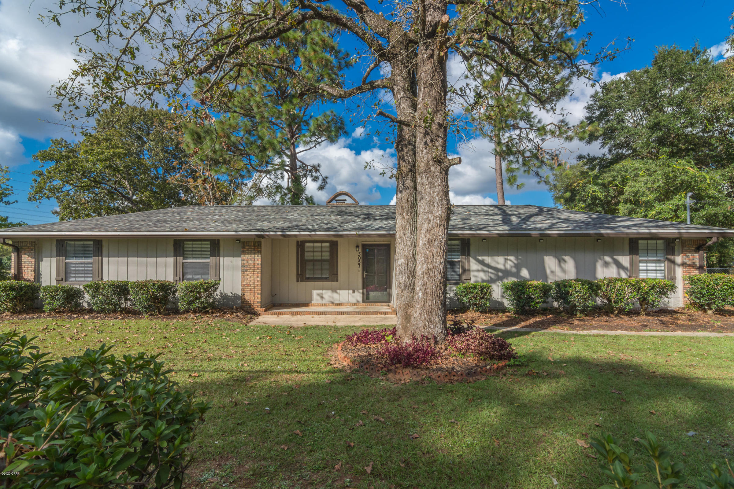 Photo of home for sale at 3057 Auburn, Crestview FL