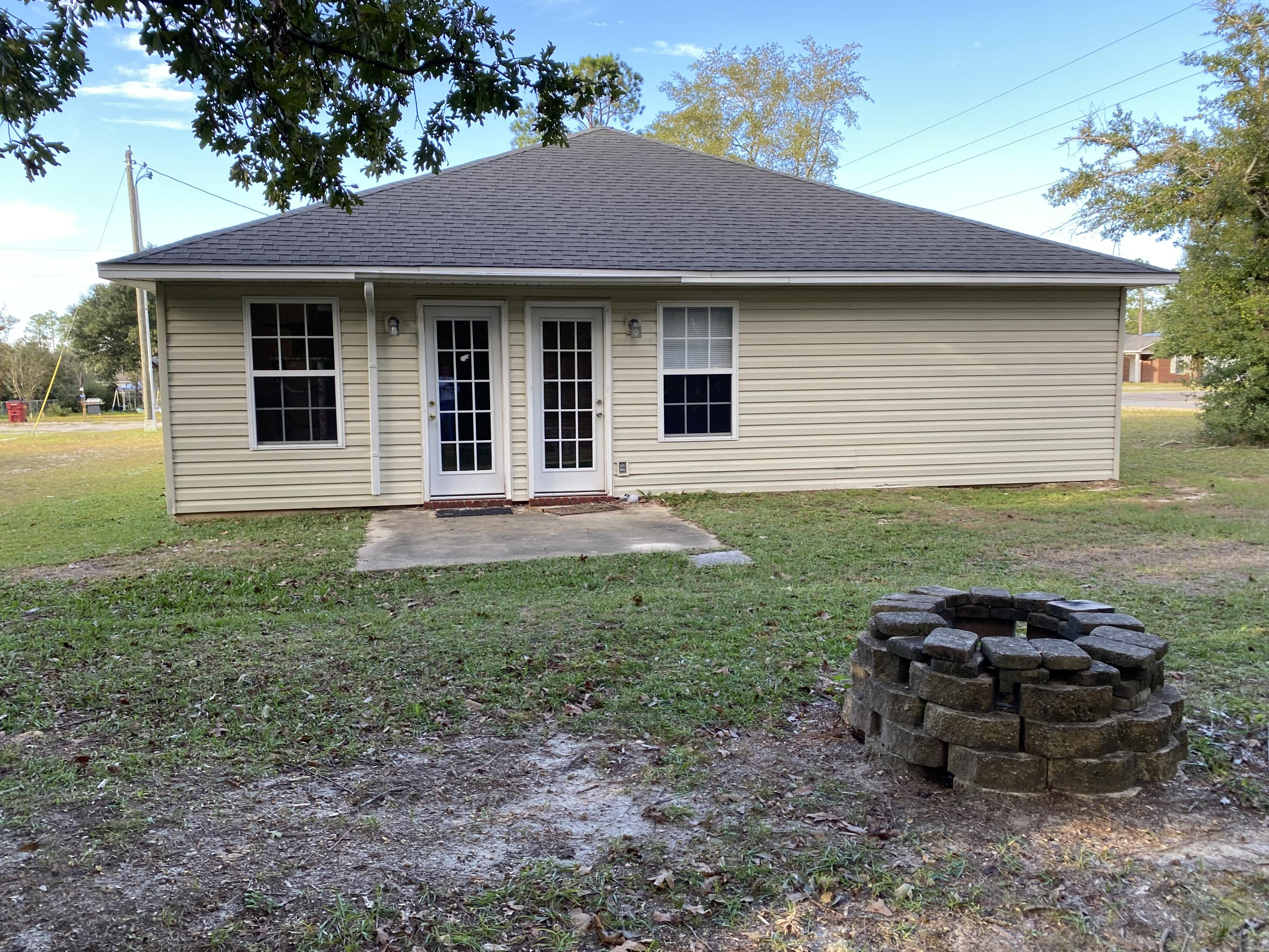 Photo of home for sale at 4632 Eagle, Crestview FL