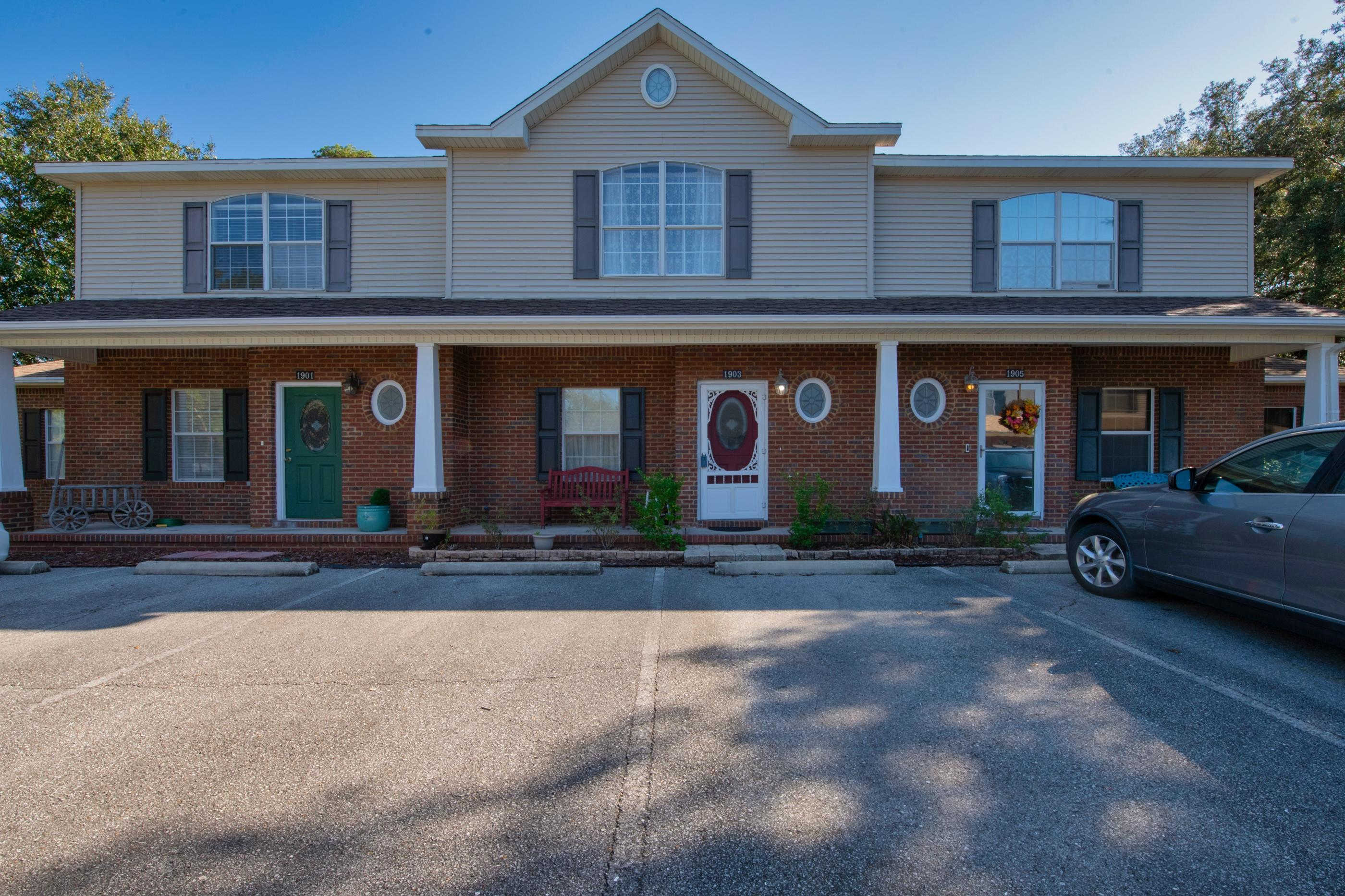 Photo of home for sale at 1903 Cottage Grove, Niceville FL
