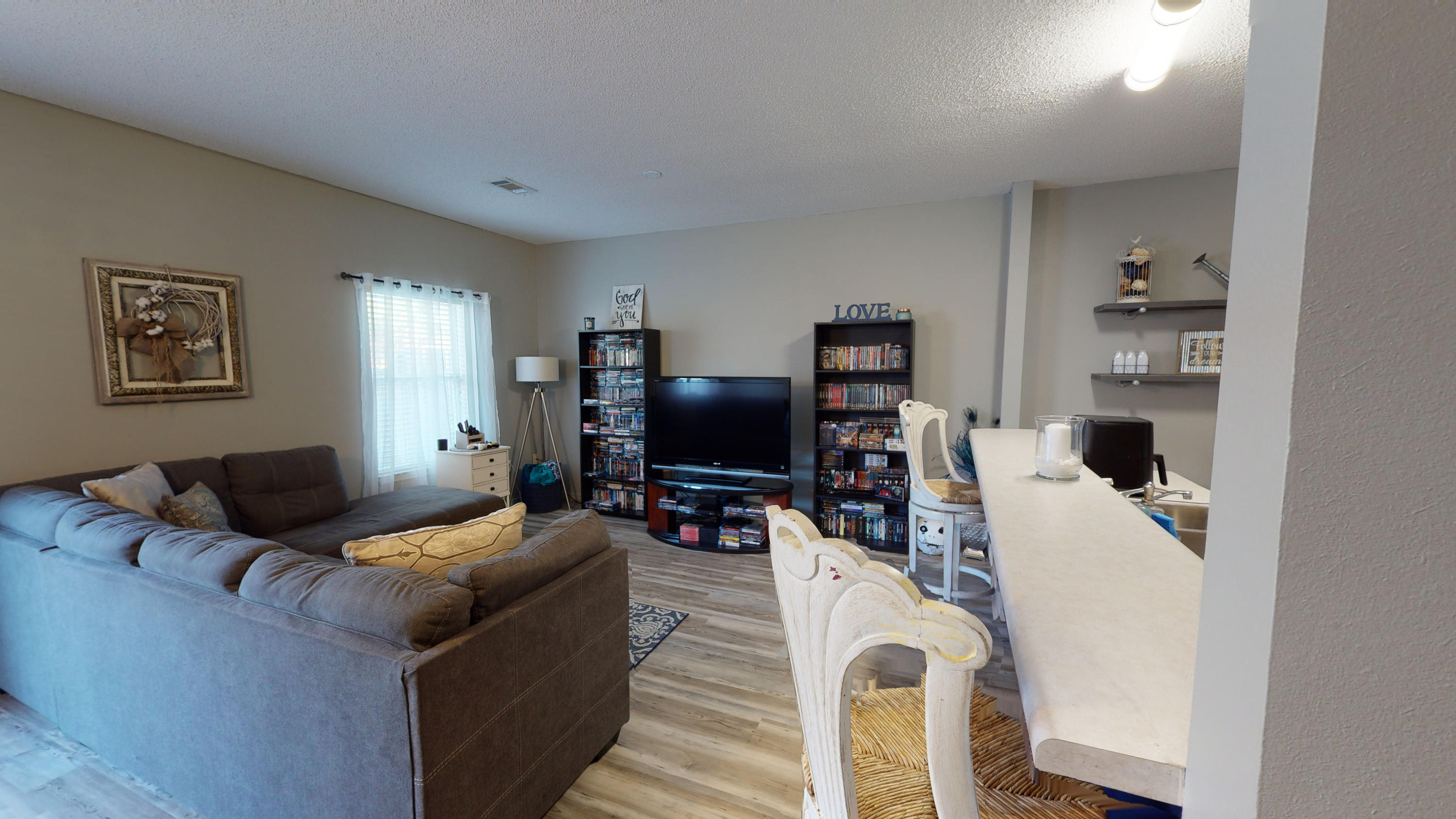 Photo of home for sale at 2118 Tom, Navarre FL