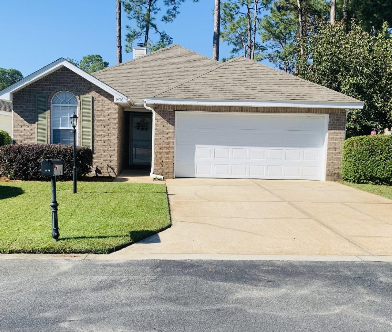Photo of home for sale at 1476 Travers, Niceville FL
