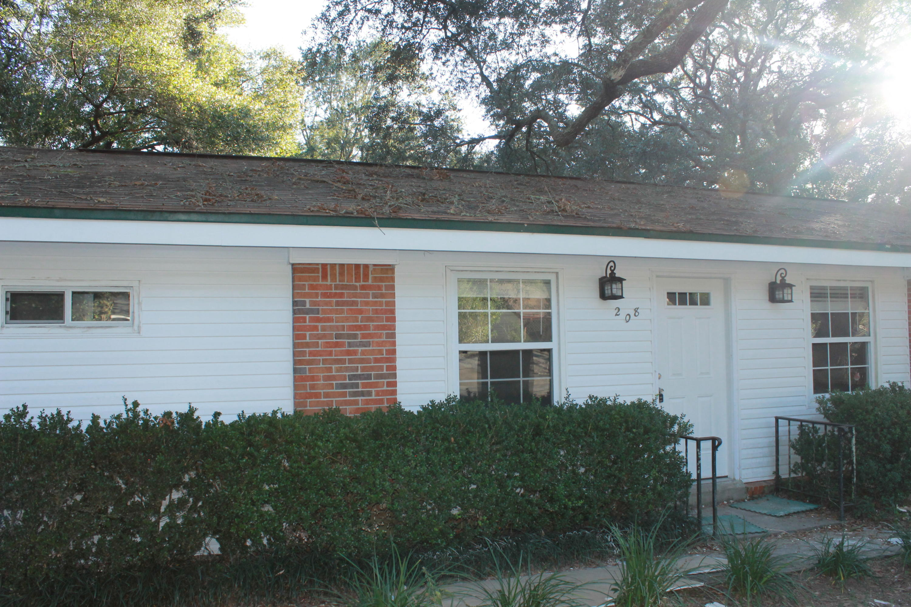 Photo of home for sale at 208 20th, Niceville FL