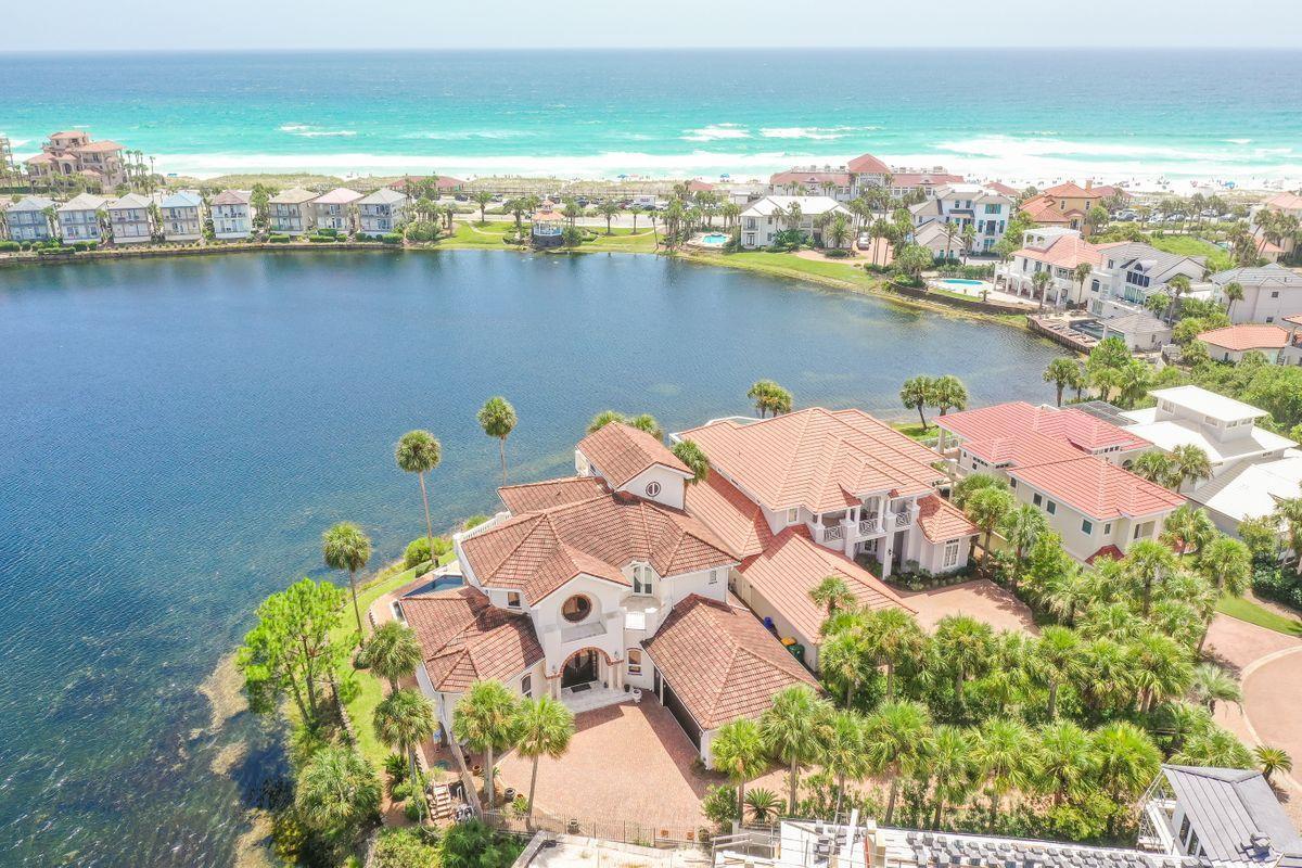 Photo of home for sale at 81 Vista Bluffs, Destin FL