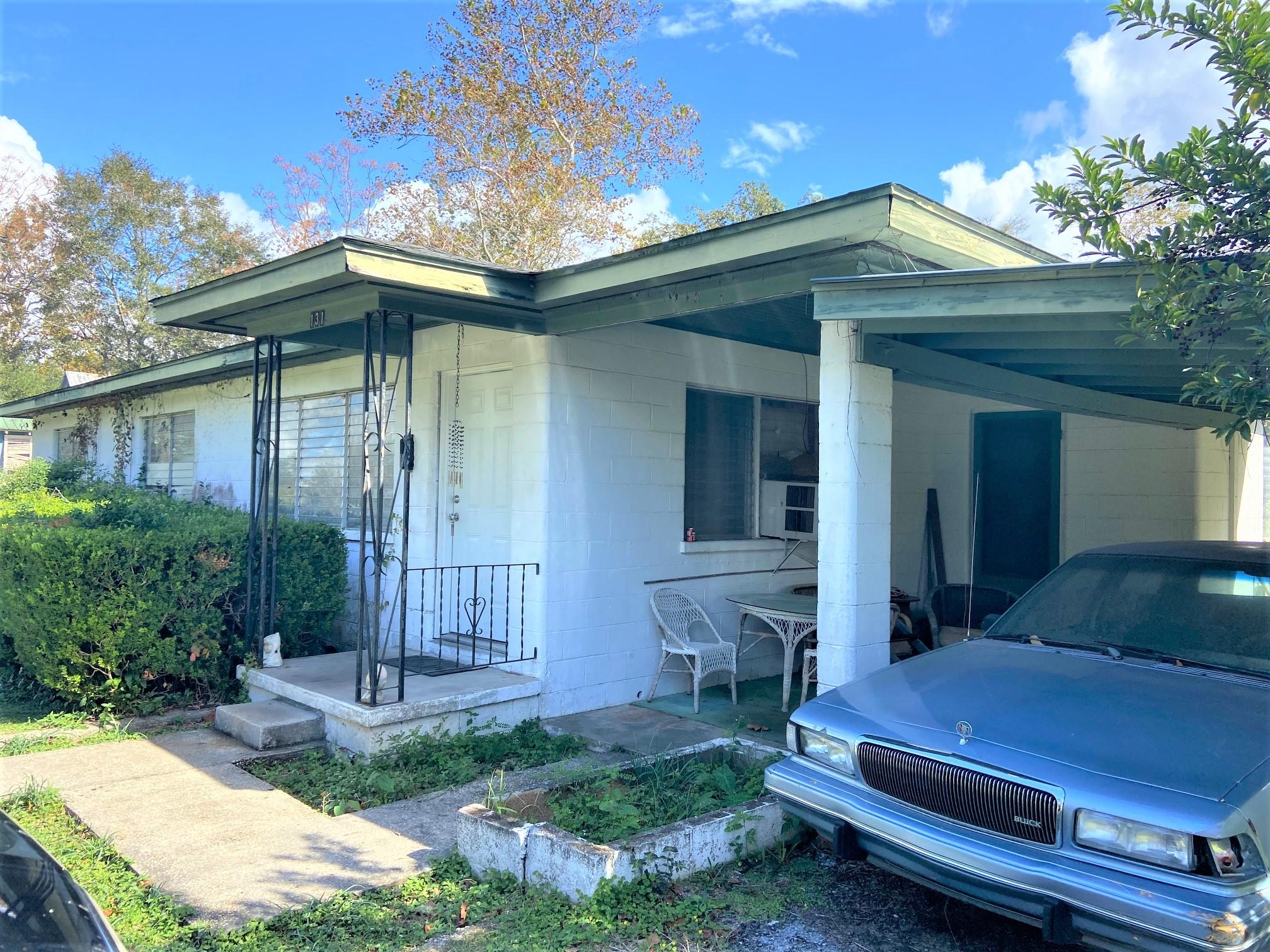 Photo of home for sale at 131 19th, Defuniak Springs FL