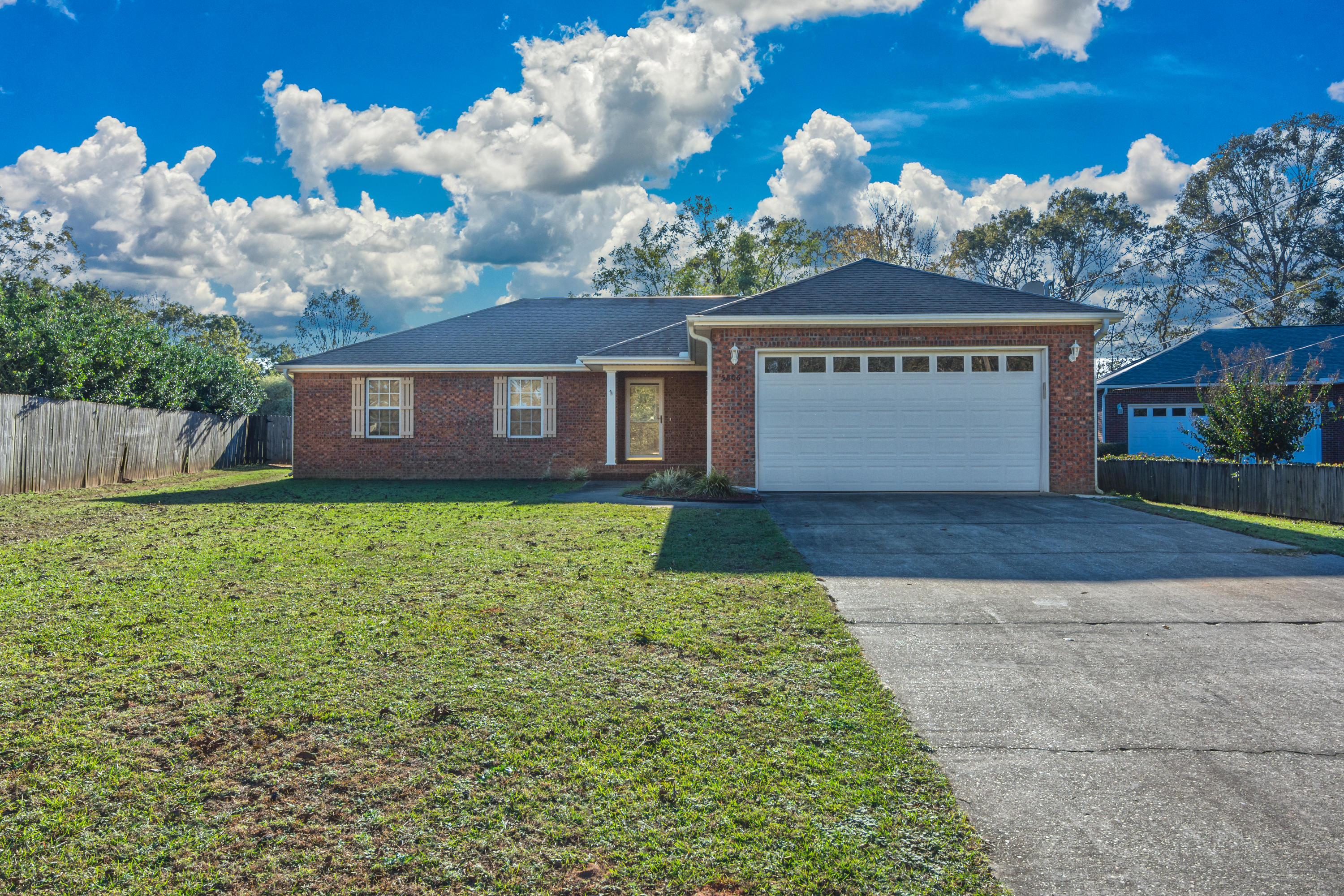 Photo of home for sale at 5806 Stafford, Crestview FL