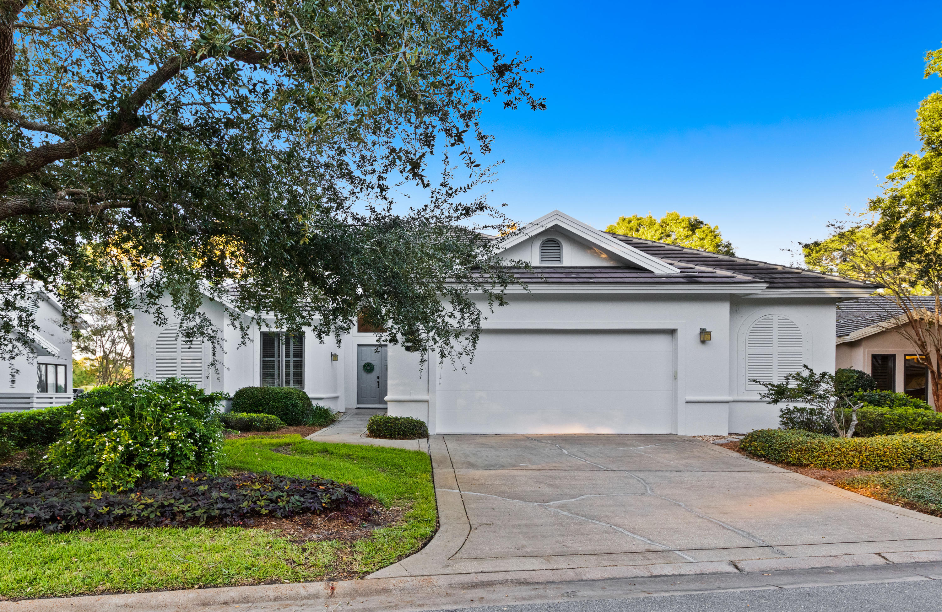 Photo of home for sale at 8817 St Andrews, Miramar Beach FL