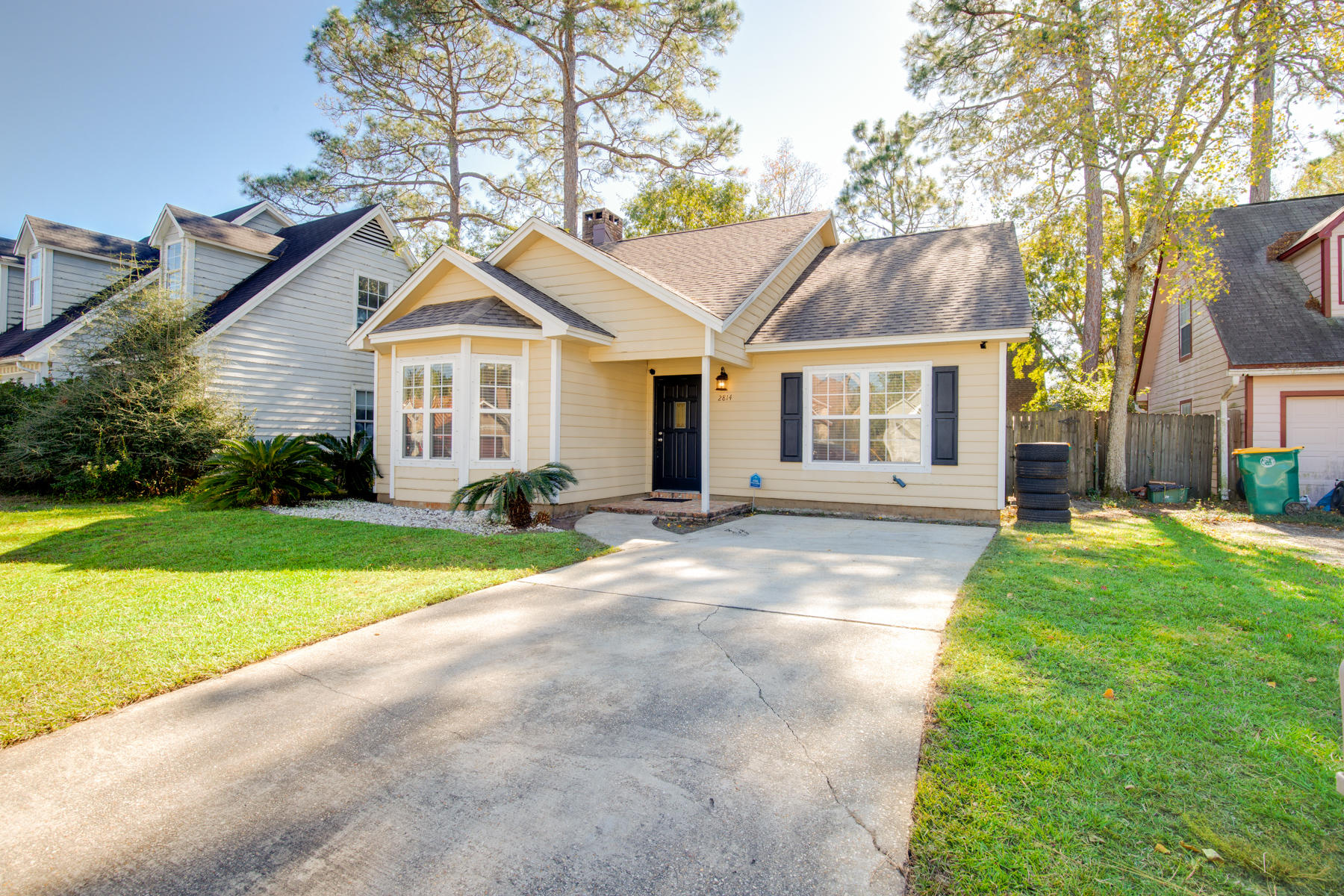 Photo of home for sale at 2814 Old Carriage, Fort Walton Beach FL