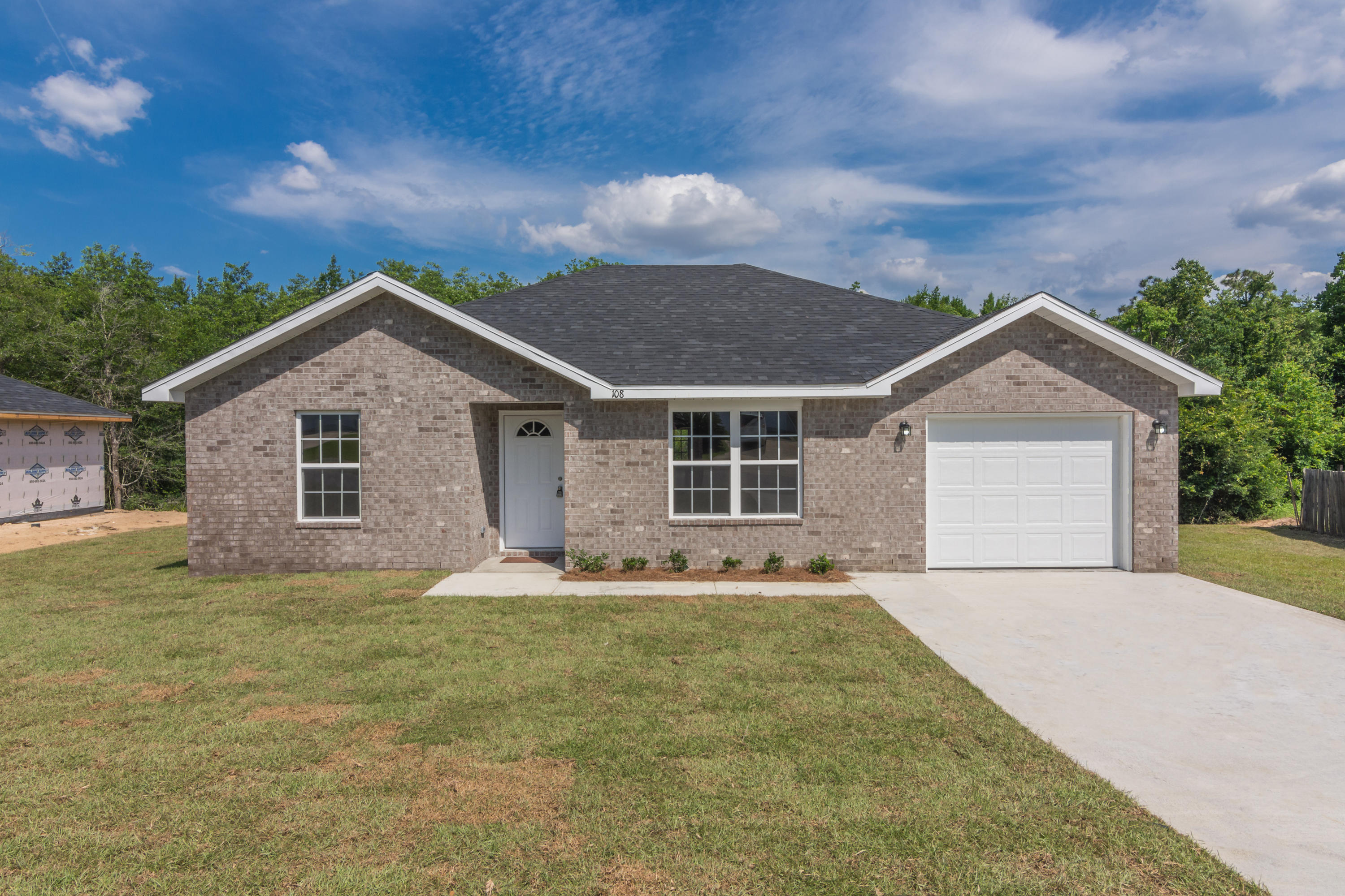 Photo of home for sale at 402 Serene, Crestview FL