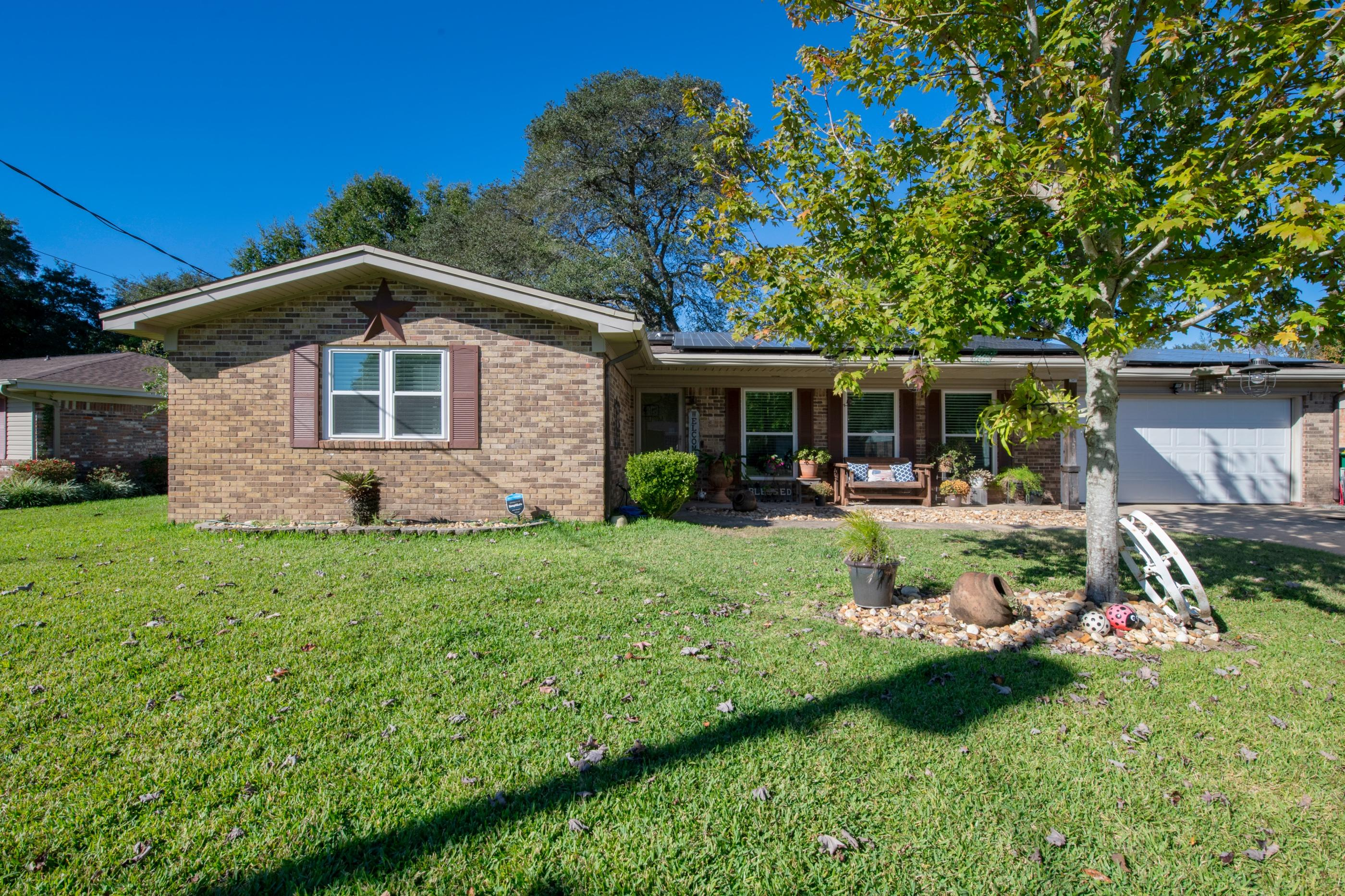 Photo of home for sale at 113 Alan A Dale, Niceville FL