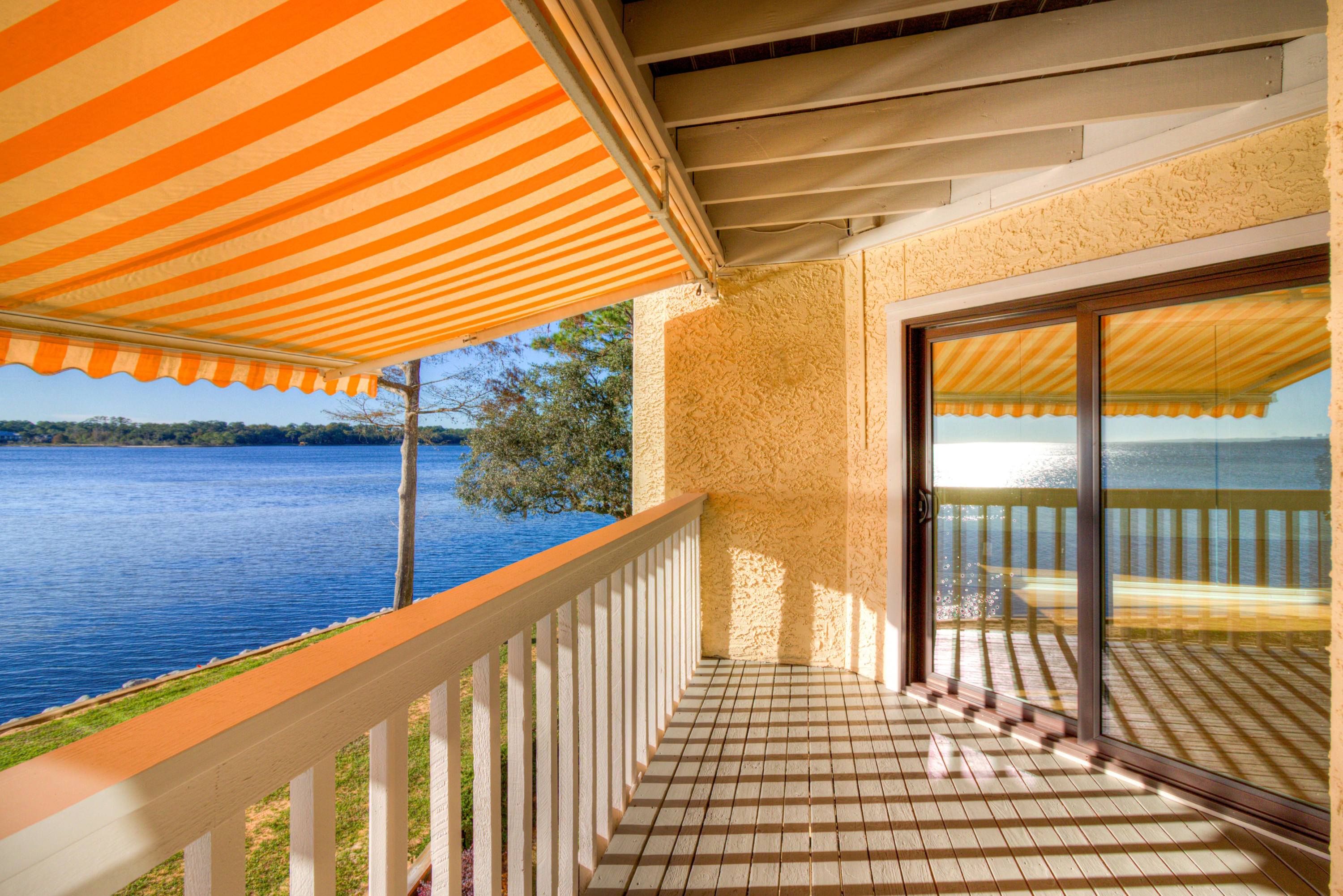 Photo of home for sale at 47 Marina Cove, Niceville FL
