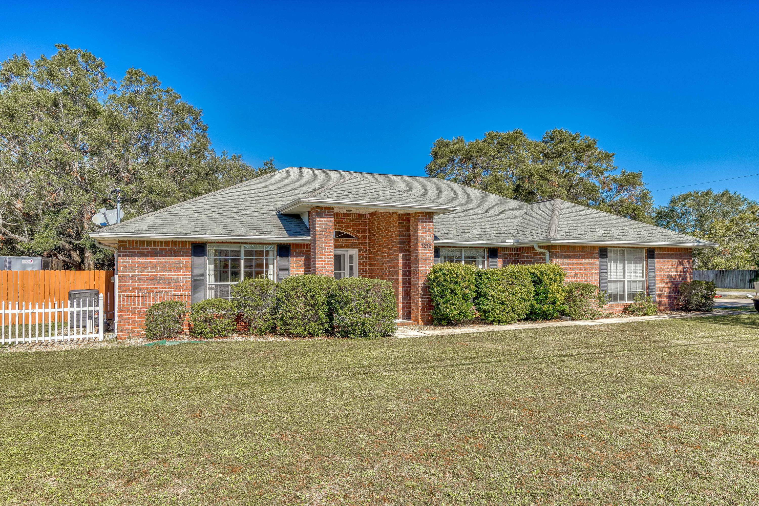 Photo of home for sale at 7272 Manatee, Navarre FL