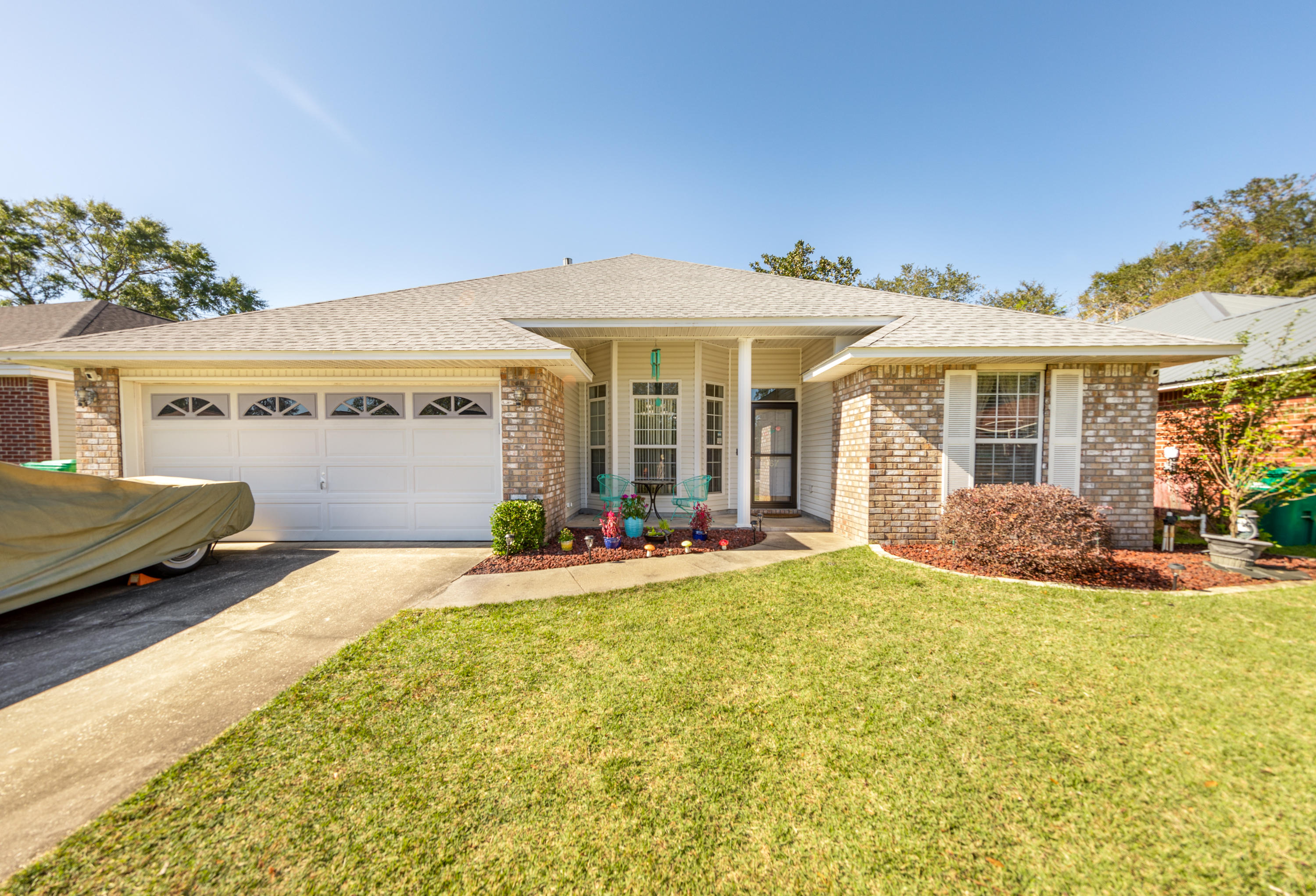 Photo of home for sale at 967 Claeven, Fort Walton Beach FL