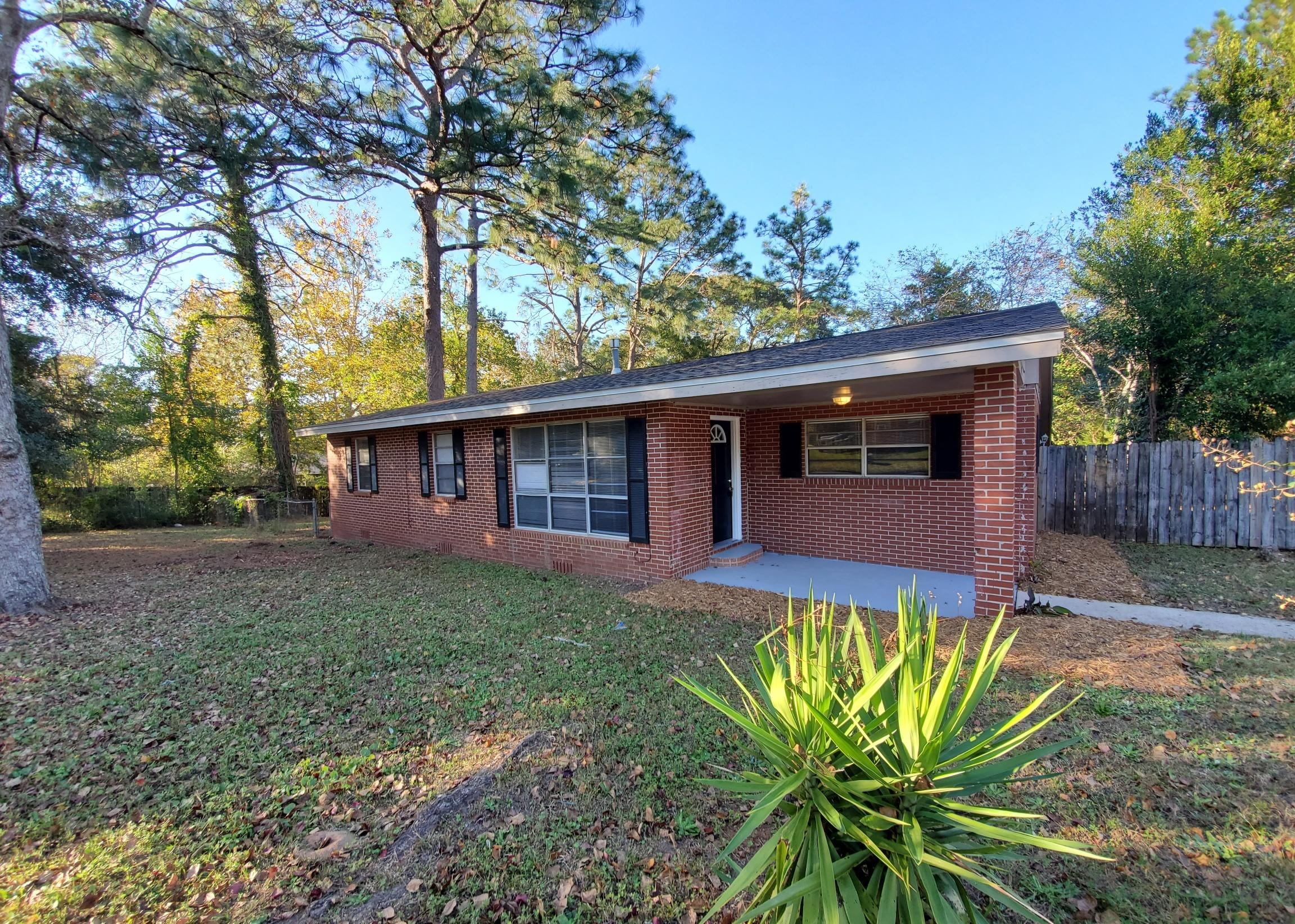 Photo of home for sale at 1095 Texas, Crestview FL