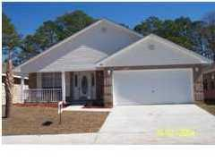 Photo of home for sale at 927 Lajolla, Mary Esther FL