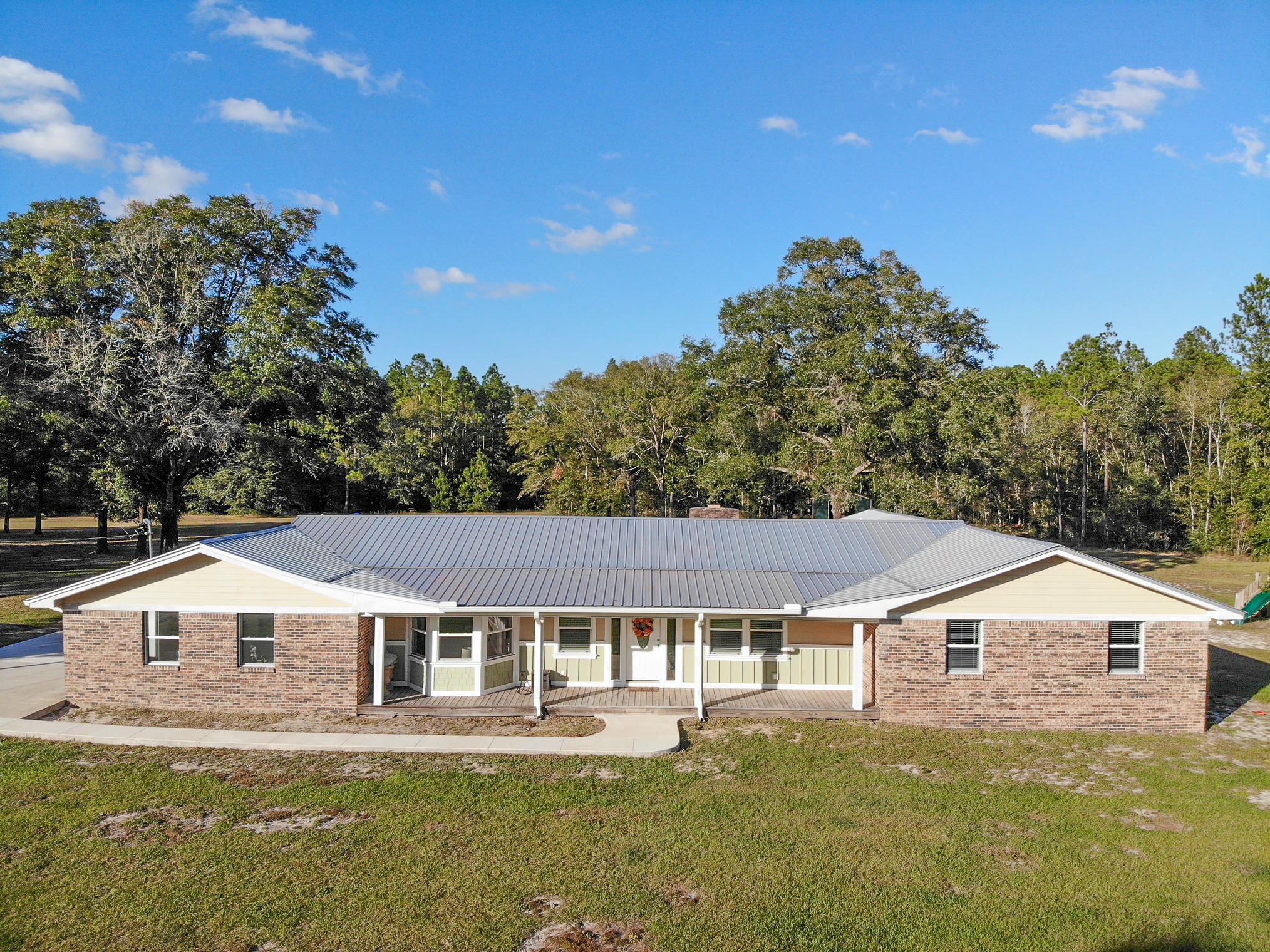 Photo of home for sale at 5951 St Highway 20, Freeport FL