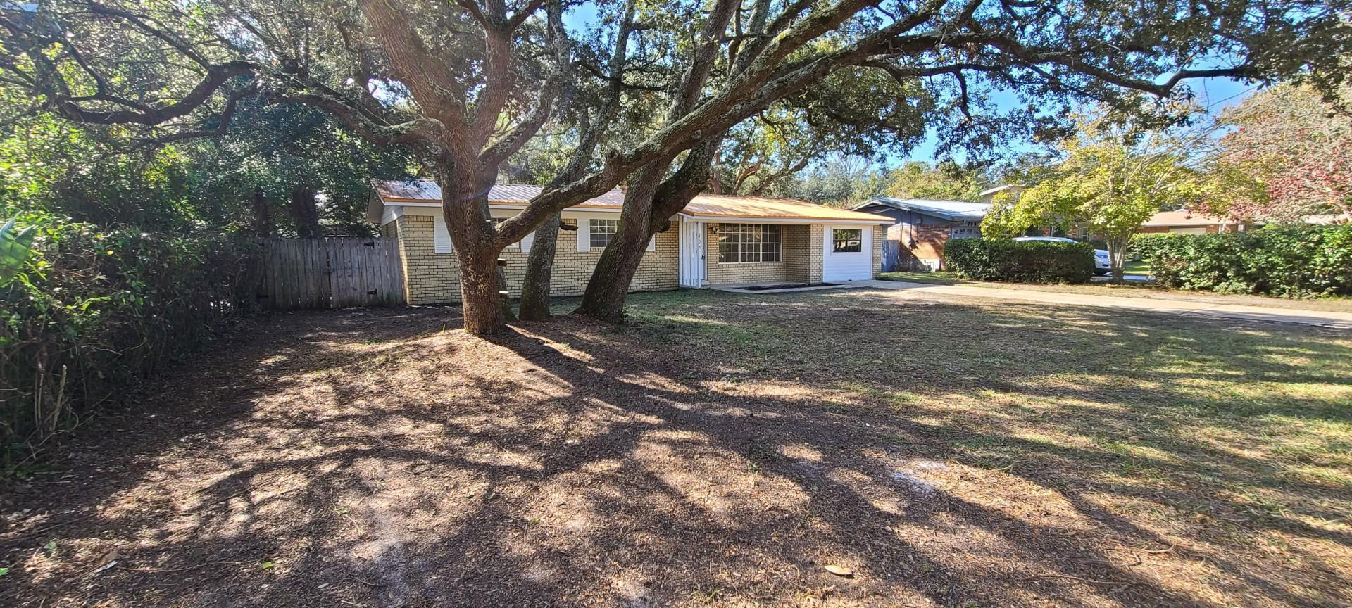 Photo of home for sale at 704 Revere, Fort Walton Beach FL