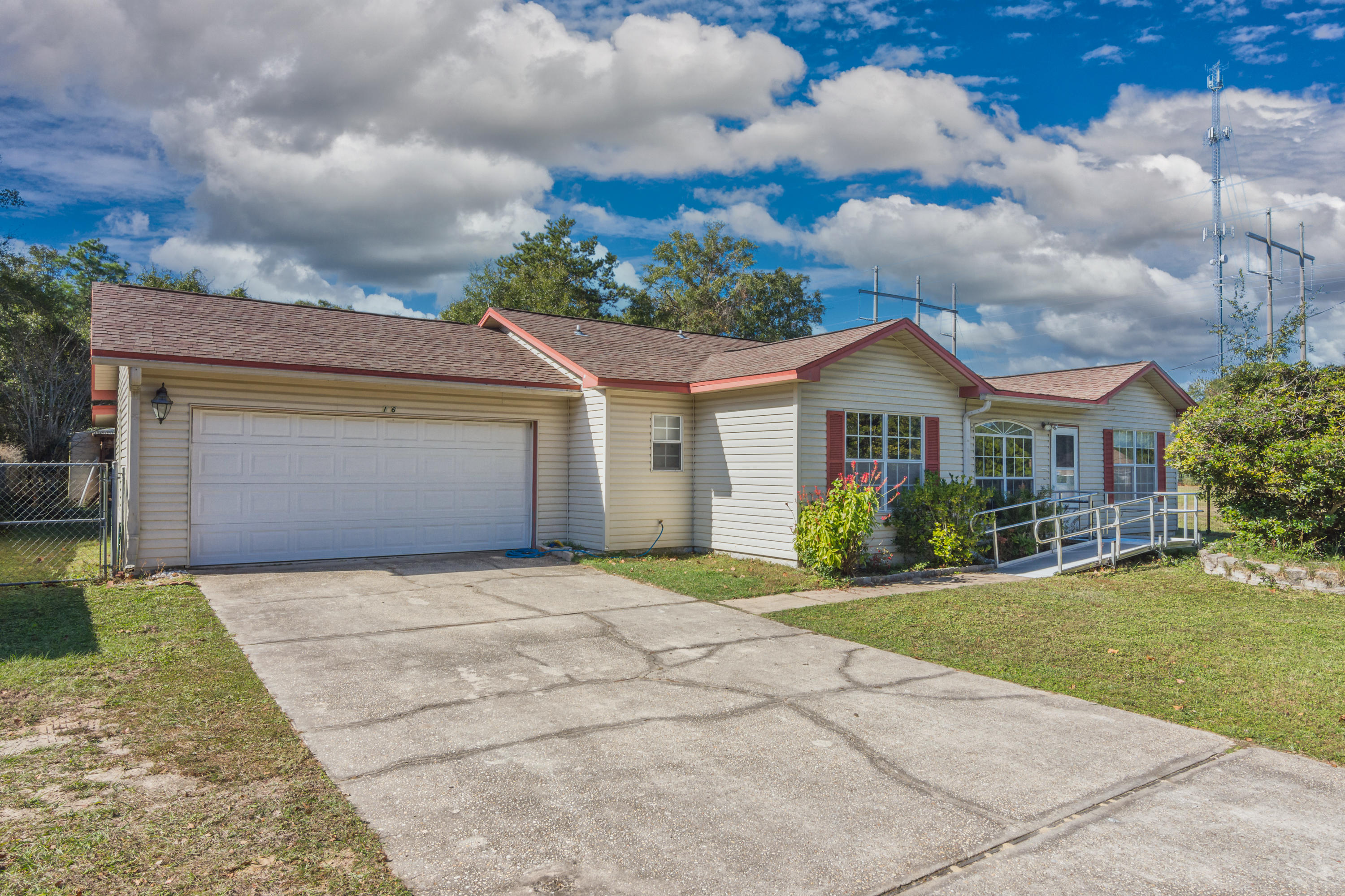 Photo of home for sale at 216 Brookmeade, Crestview FL