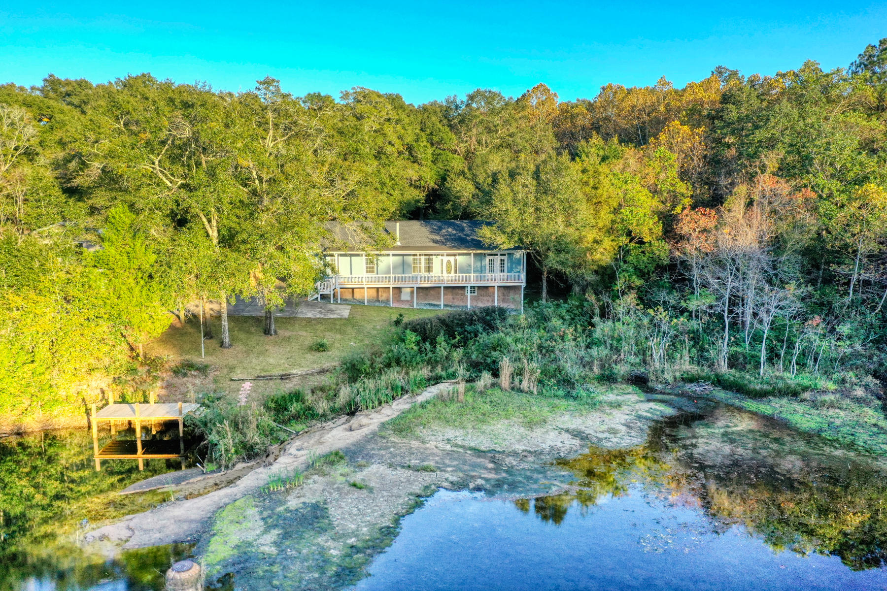 Photo of home for sale at 725 Mclaughlin, Crestview FL