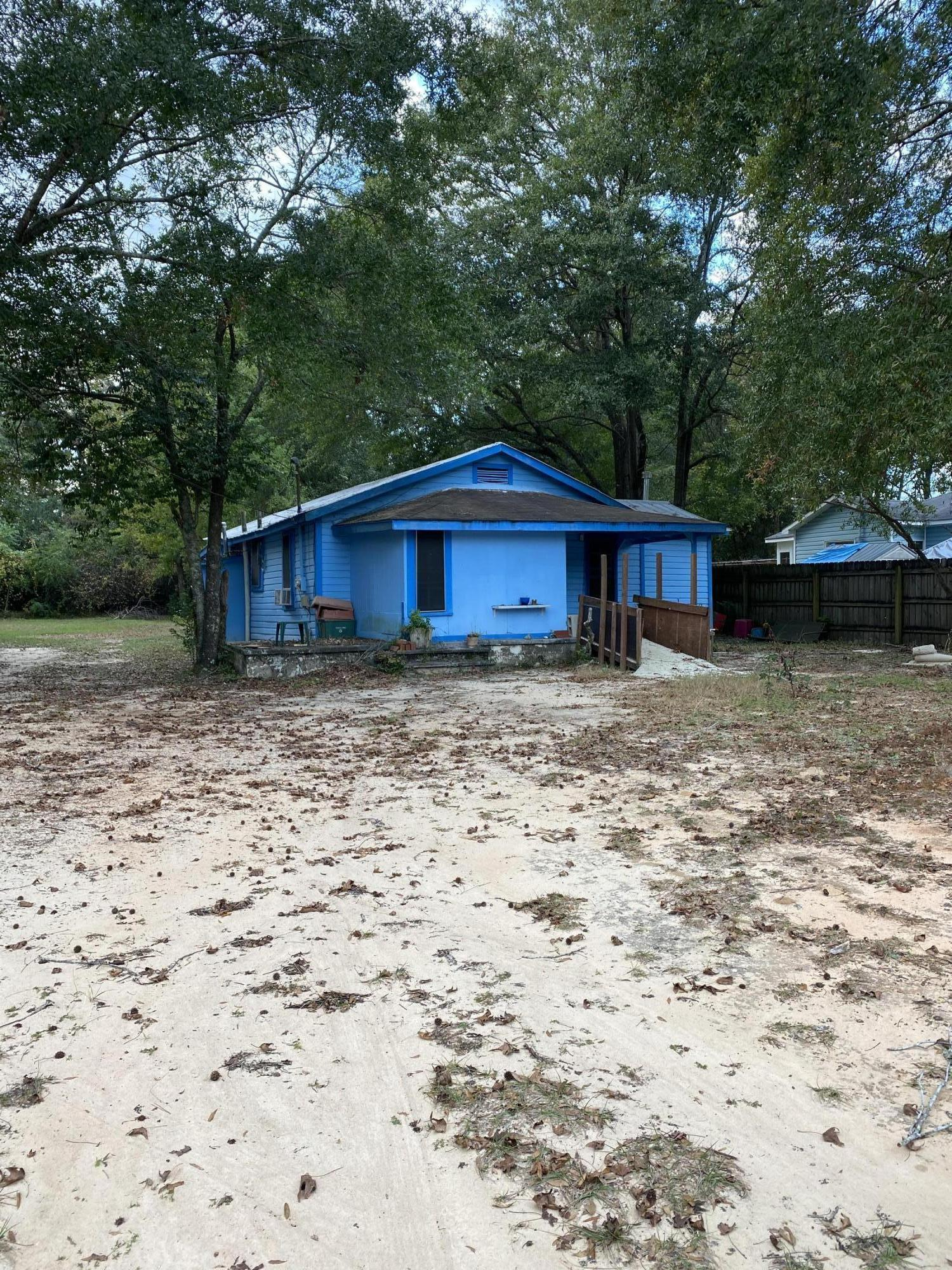 Photo of home for sale at 524 Brackin, Crestview FL