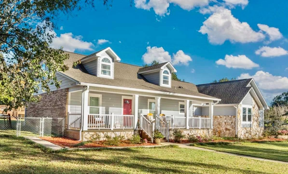 Photo of home for sale at 3567 Buckhorn, Crestview FL