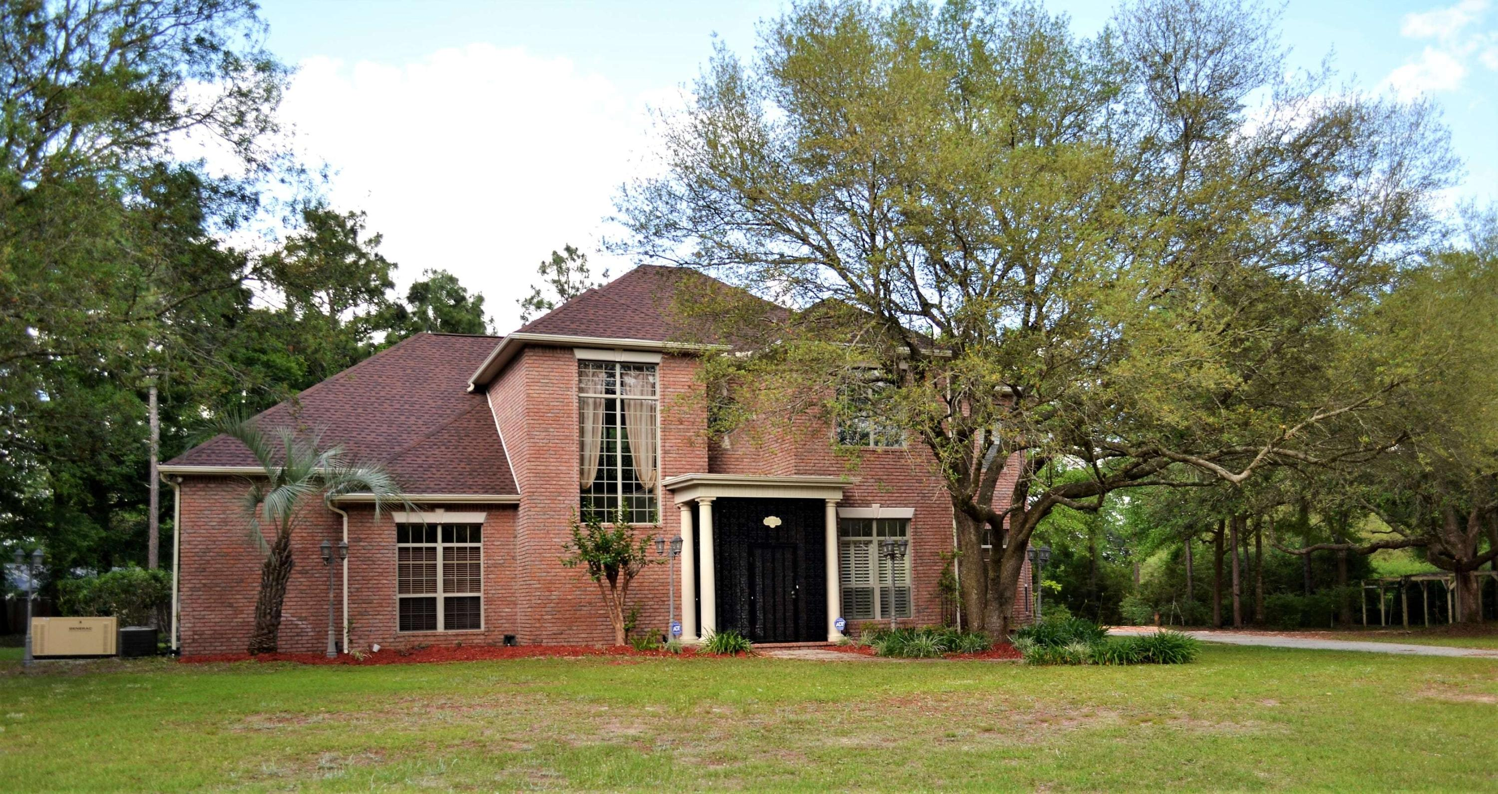 Photo of home for sale at 101 Old South, Crestview FL
