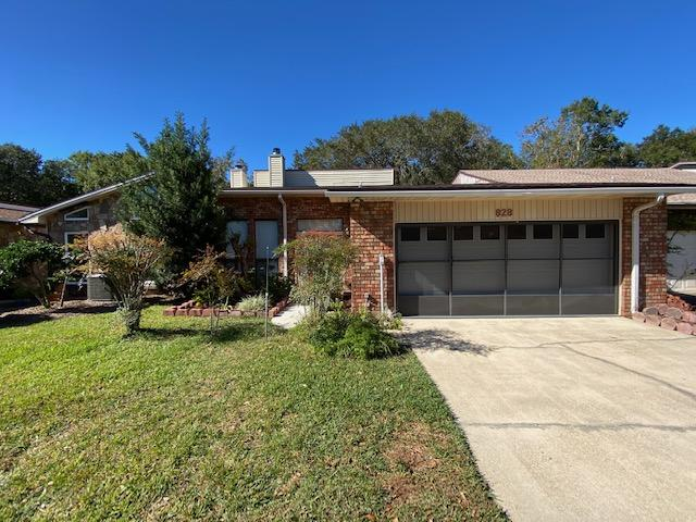 Photo of home for sale at 828 Holbrook, Fort Walton Beach FL