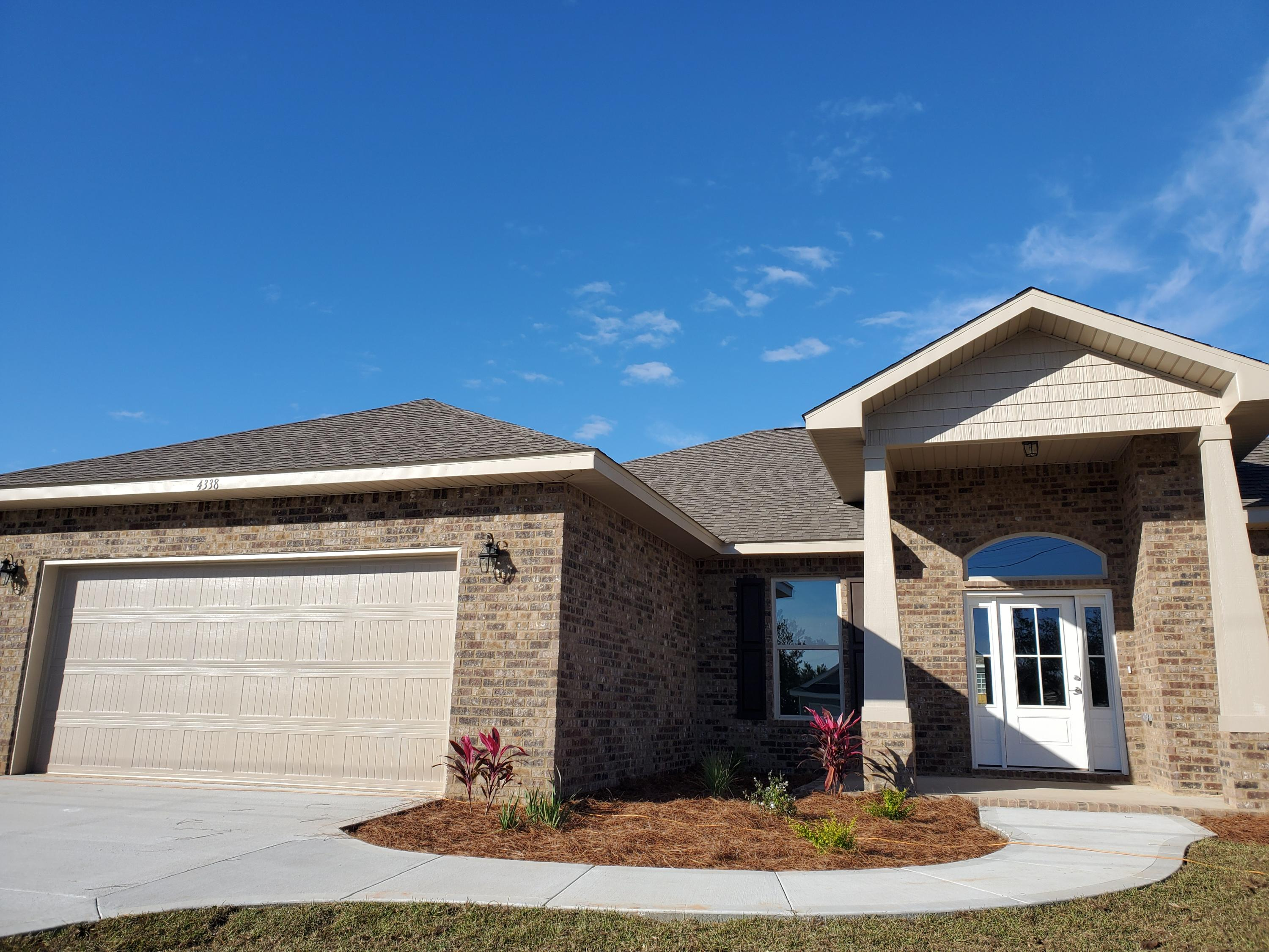 Photo of home for sale at 4338 Quiet, Gulf Breeze FL