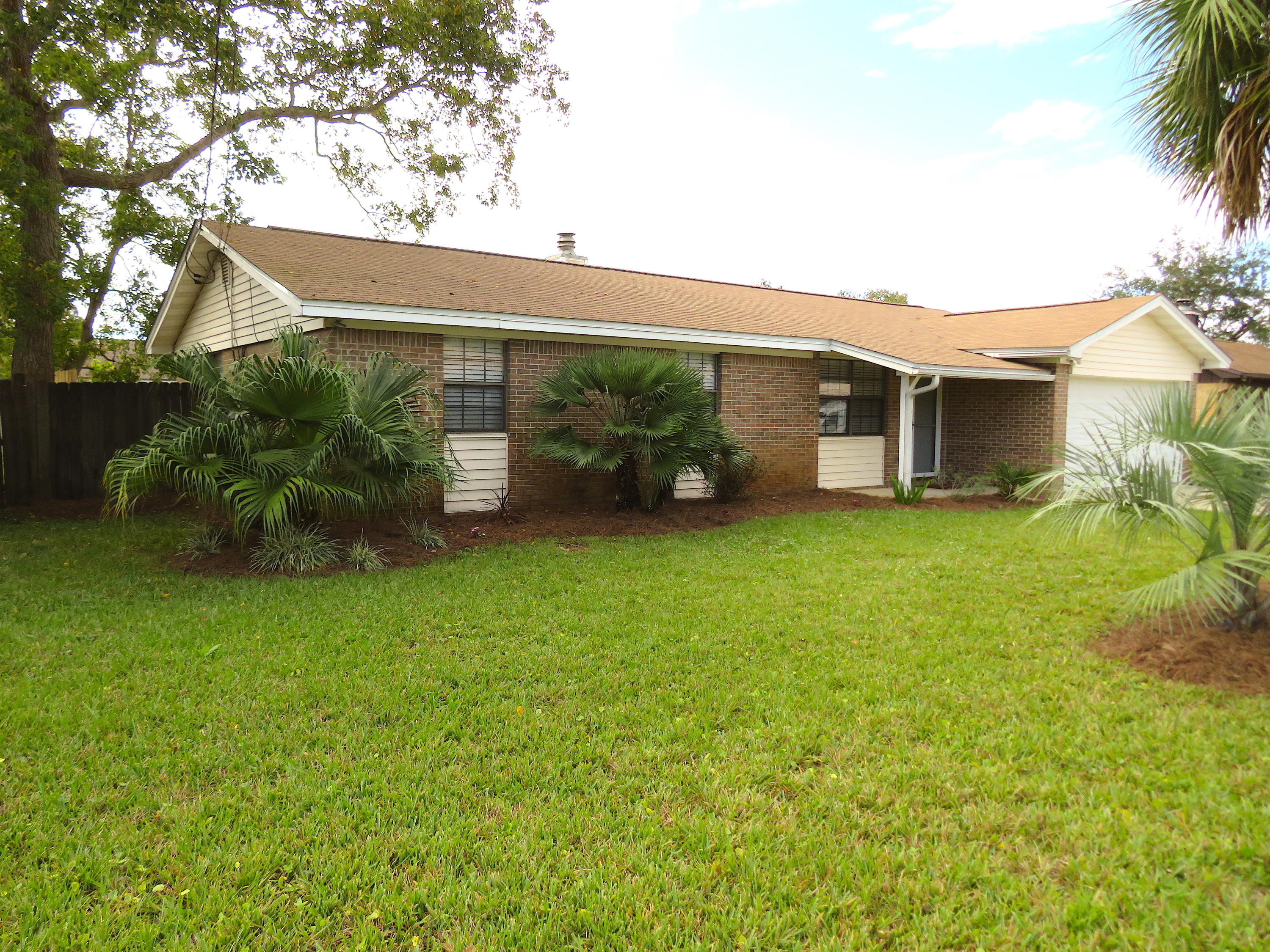 Photo of home for sale at 143 Deville, Mary Esther FL
