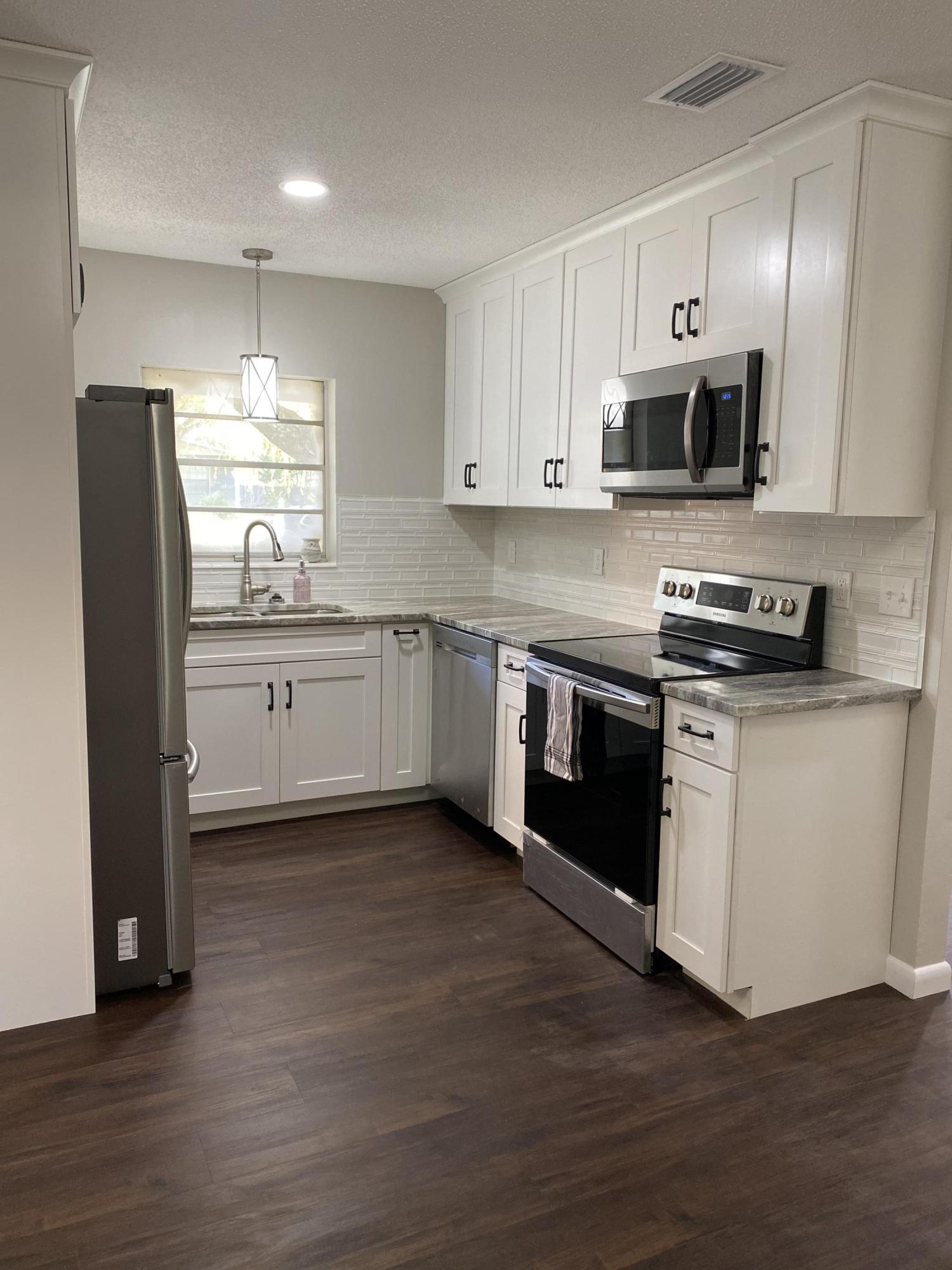 Photo of home for sale at 24 Hemlock, Fort Walton Beach FL
