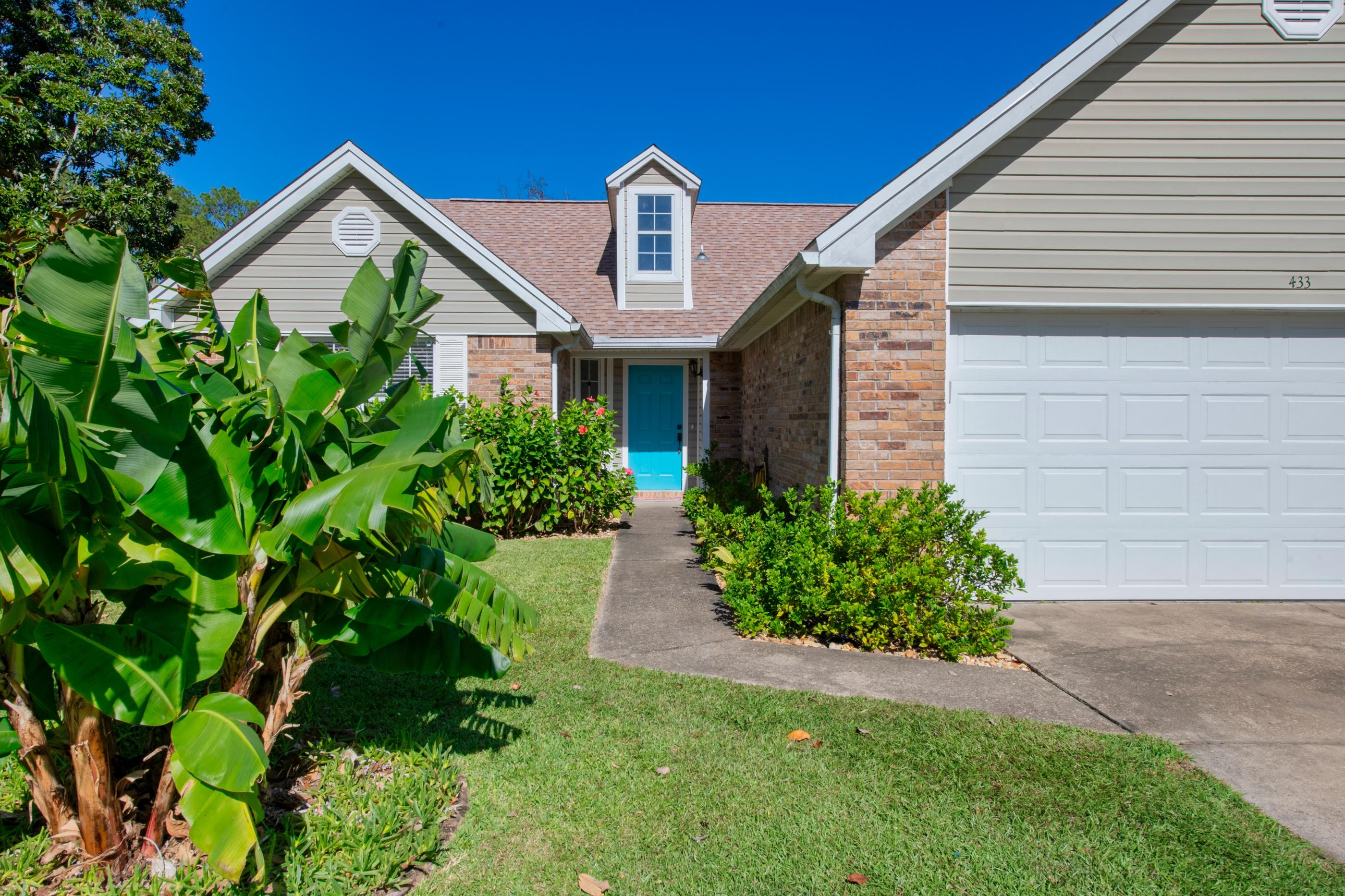 Photo of home for sale at 433 Northampton, Fort Walton Beach FL