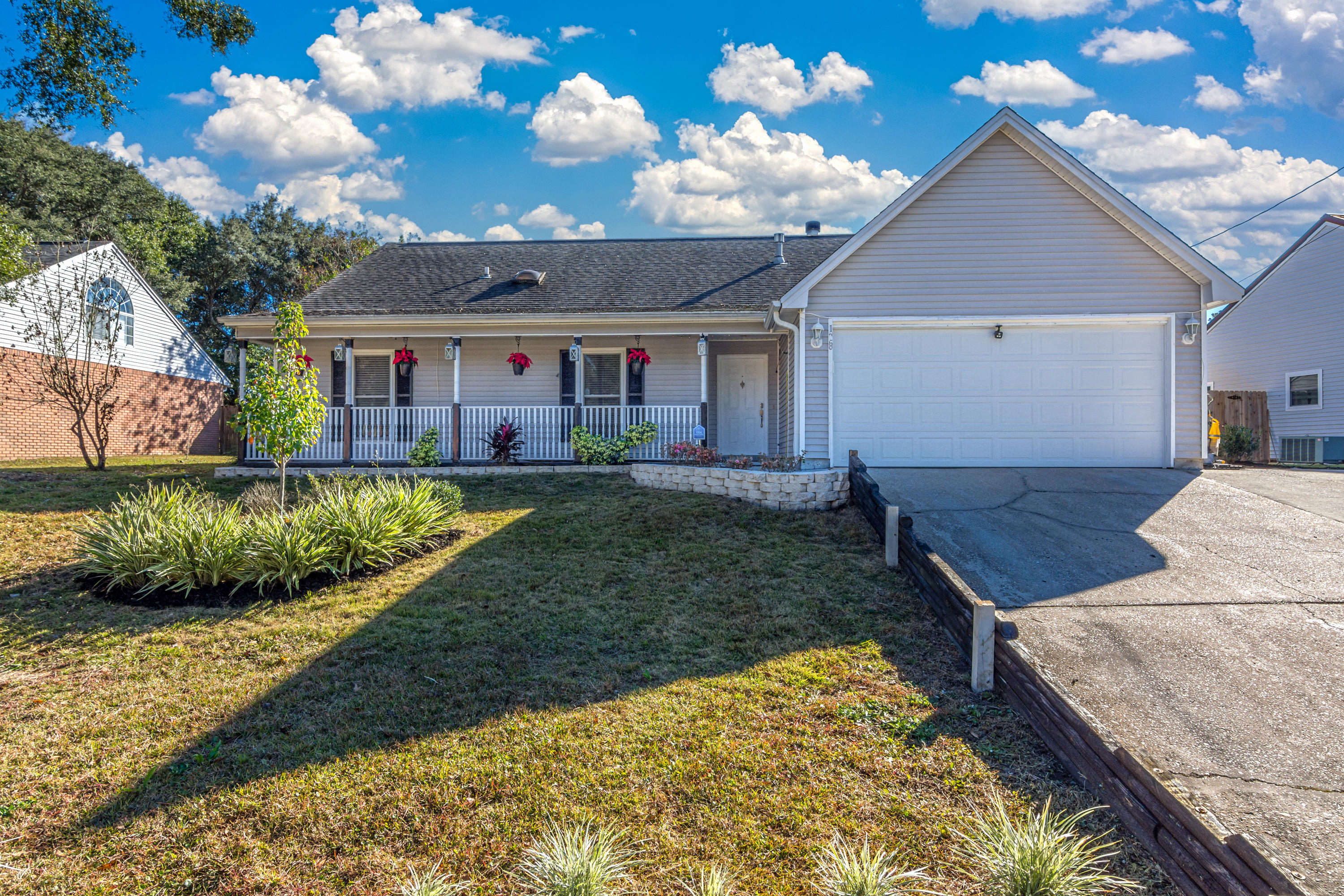 Photo of home for sale at 128 Mill Pond, Crestview FL