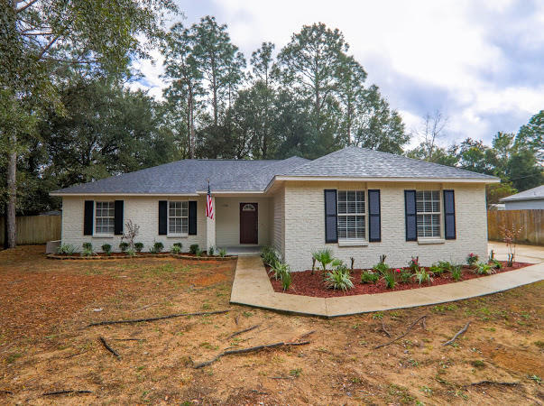 Photo of home for sale at 3158 Skyline, Crestview FL