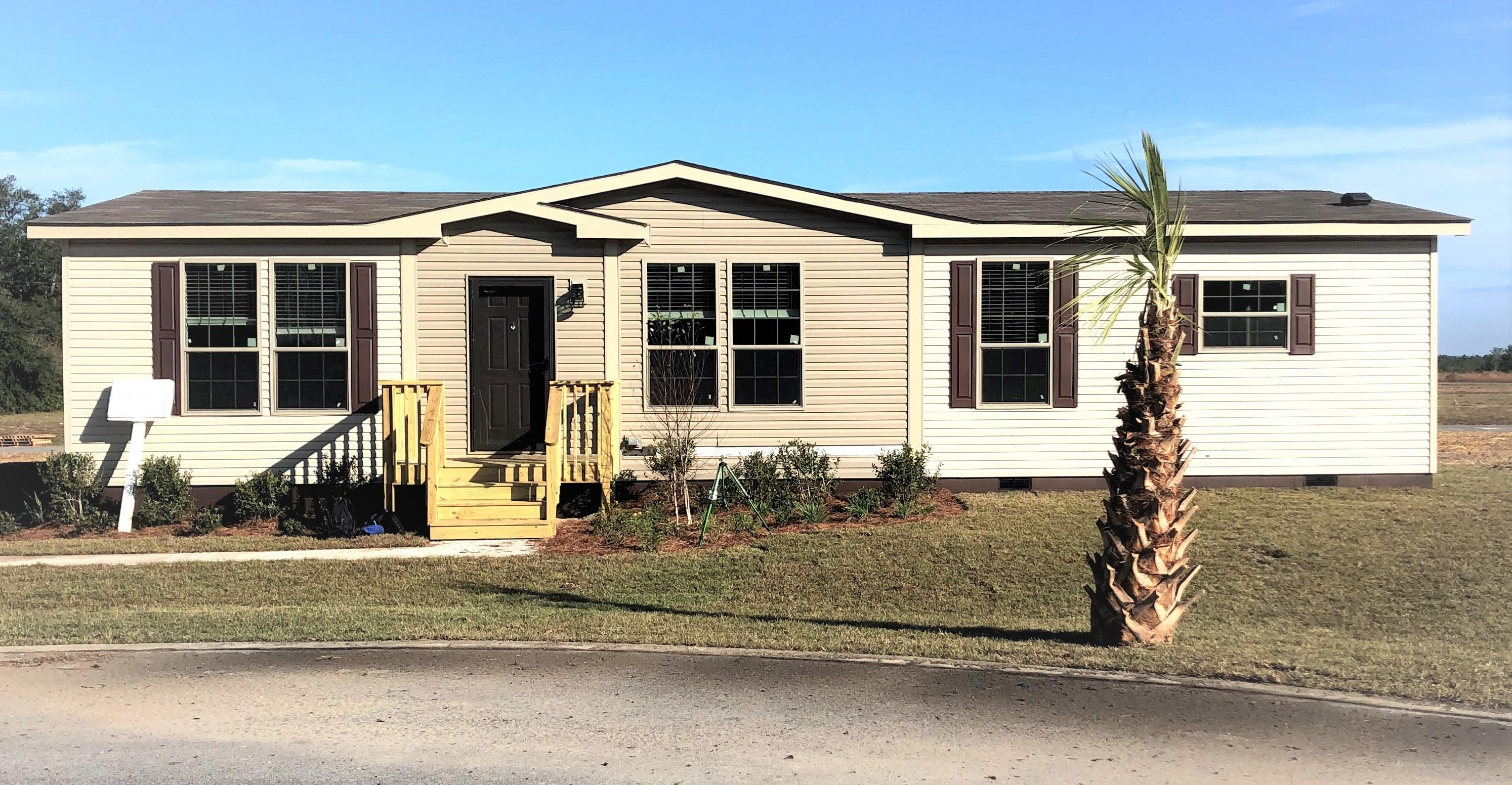 Photo of home for sale at 990 Graysen, Defuniak Springs FL