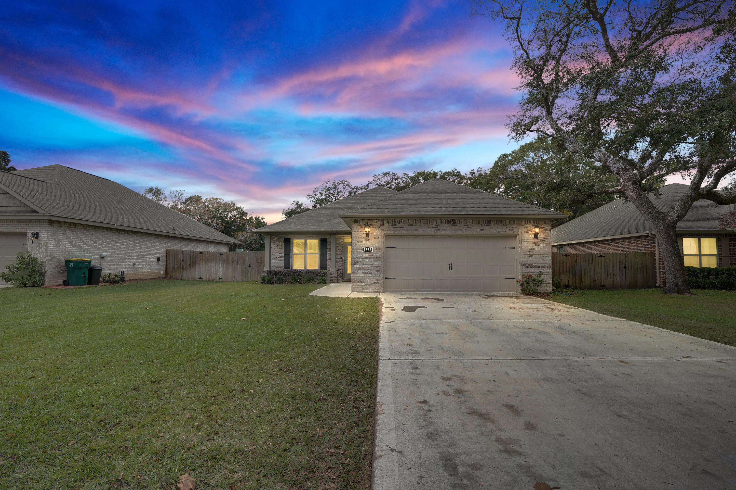 Photo of home for sale at 1558 Hickory, Niceville FL