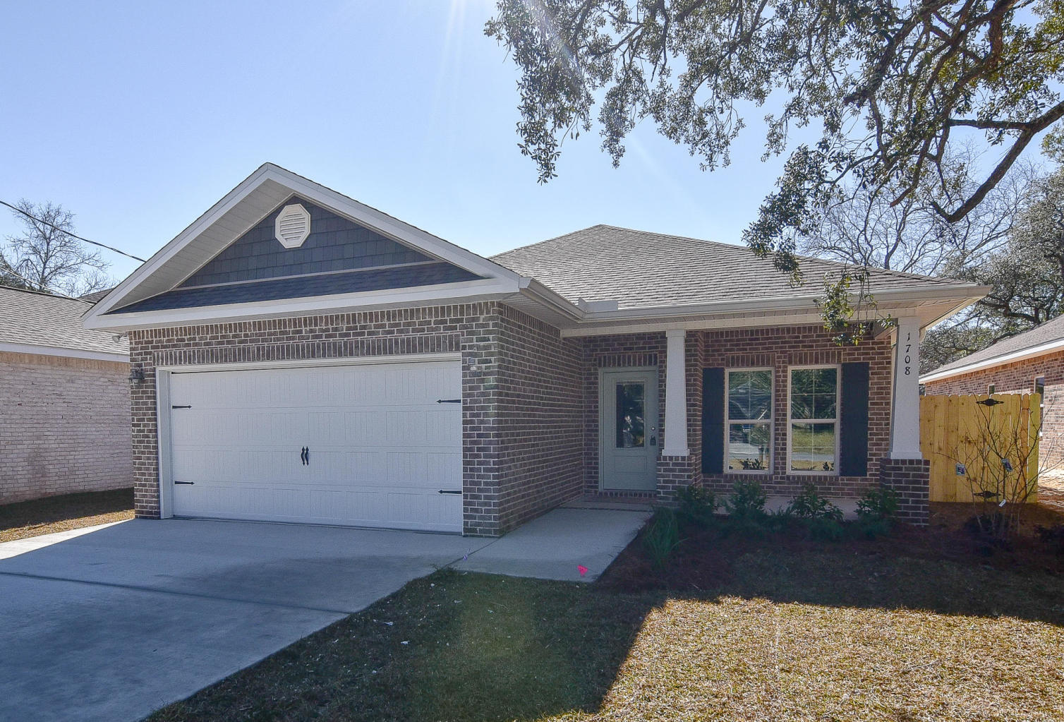 Photo of home for sale at 1405 Hickory, Niceville FL