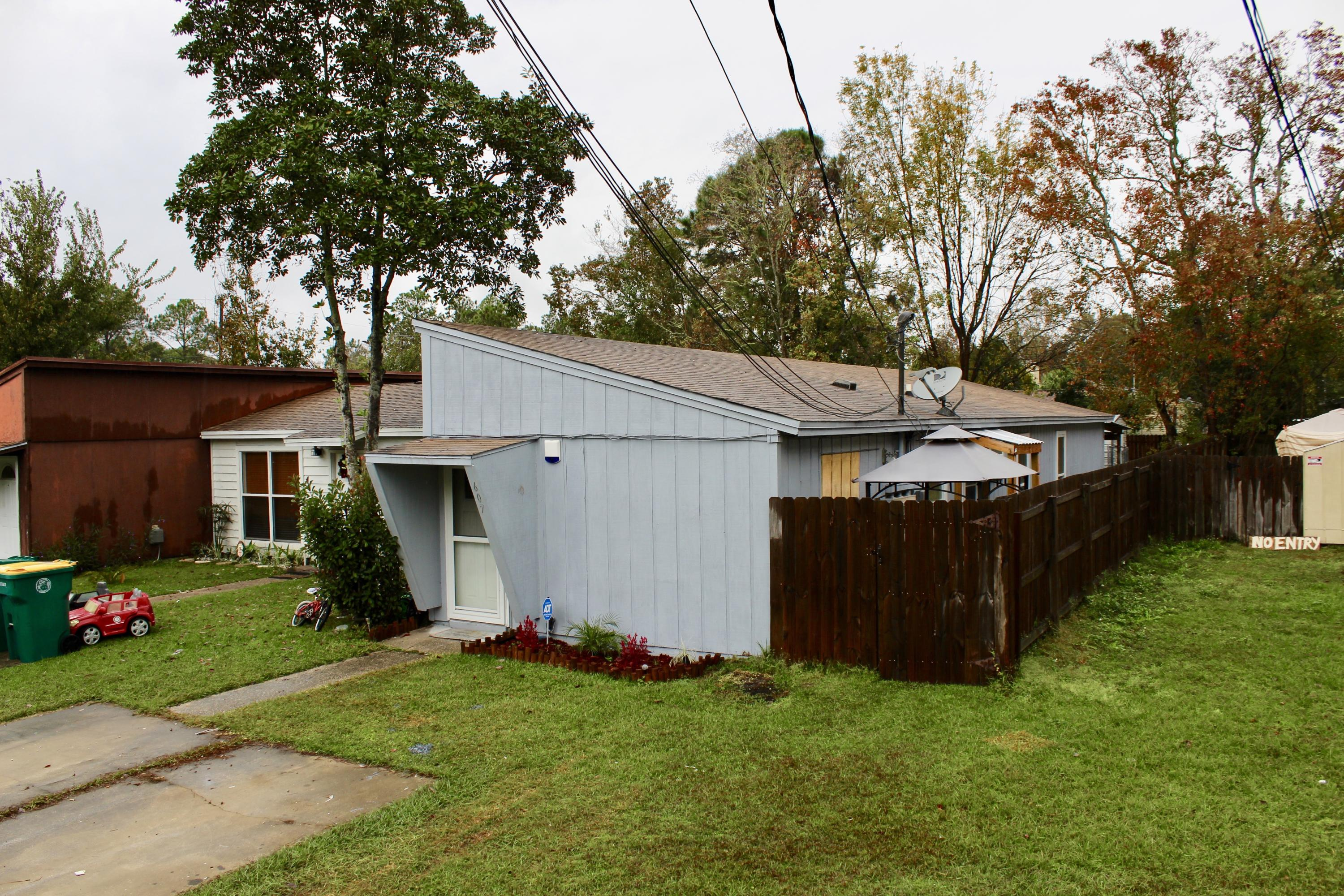 Photo of home for sale at 607 Carnathan, Fort Walton Beach FL