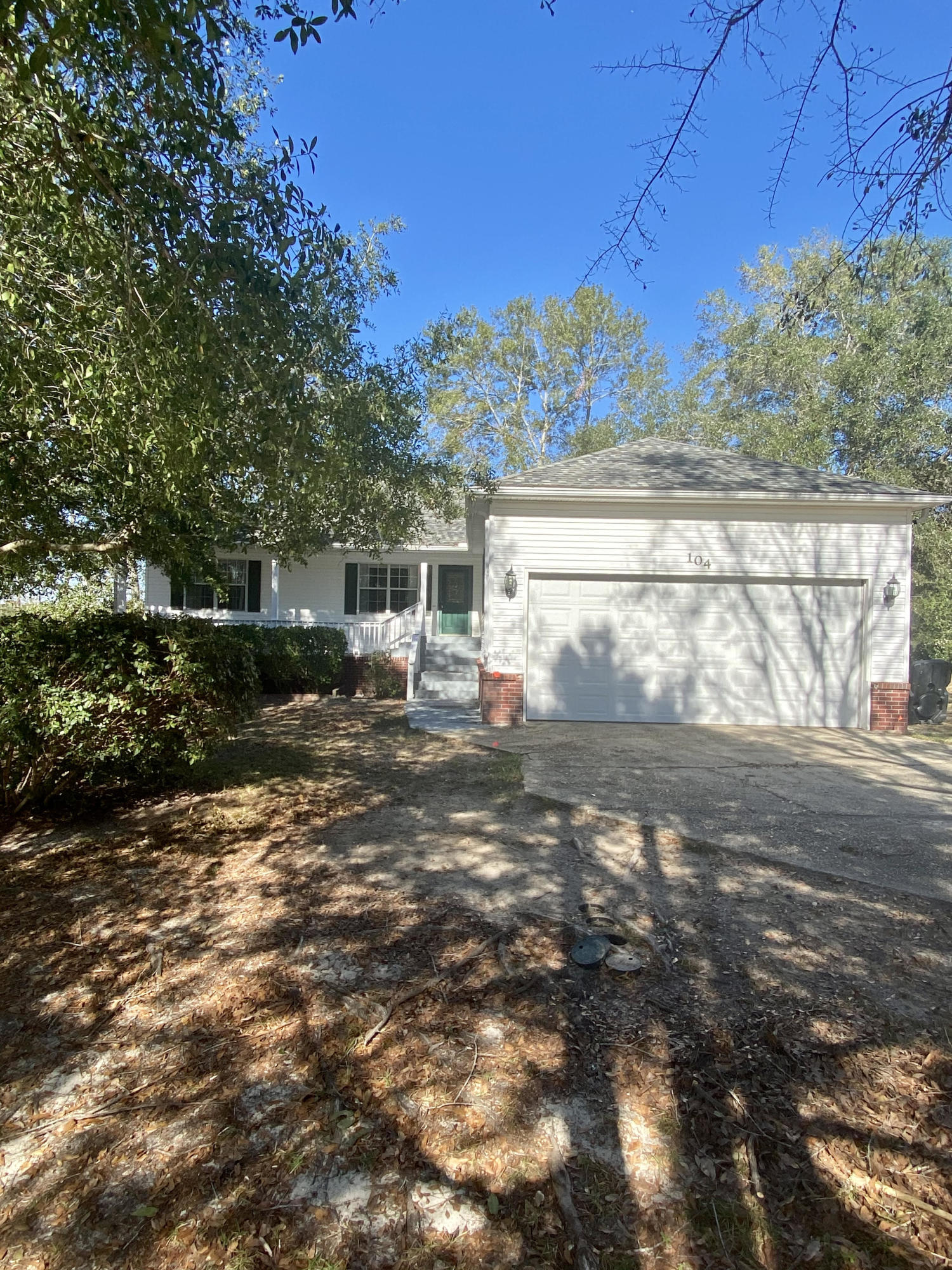 Photo of home for sale at 104 Wedgewood, Crestview FL