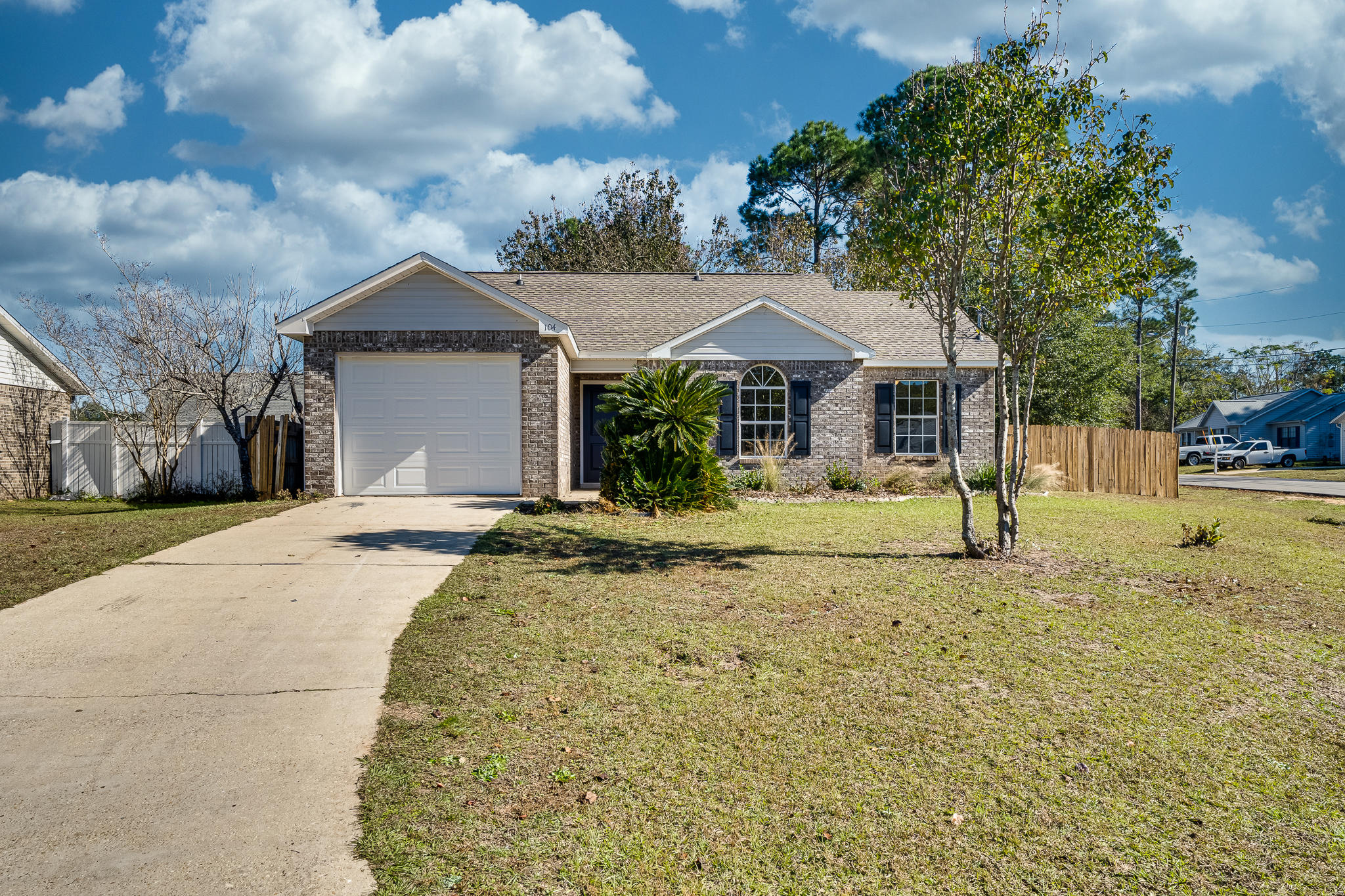 Photo of home for sale at 104 Oak Terrace, Crestview FL