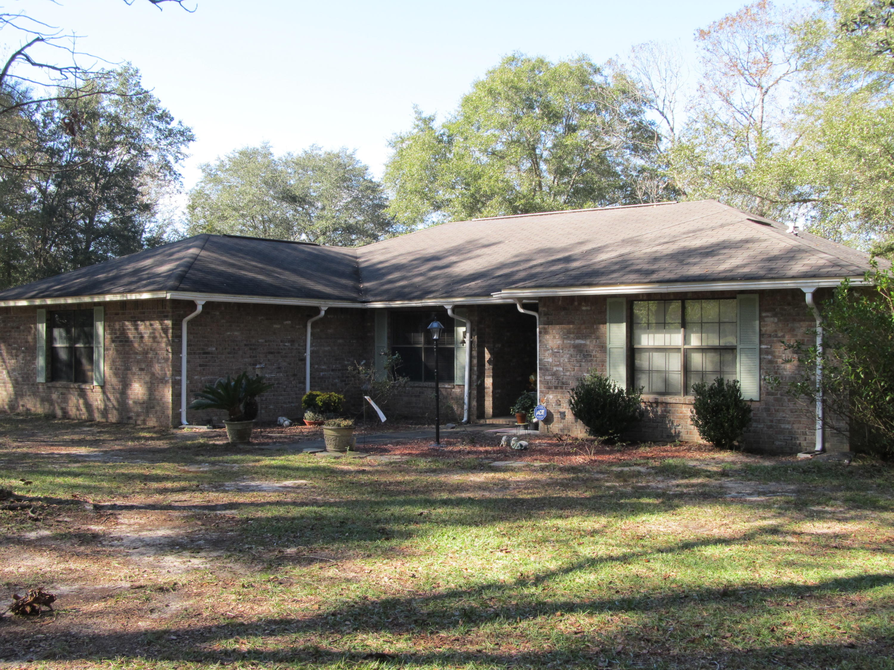 Photo of home for sale at 475 Blue Pond, Defuniak Springs FL