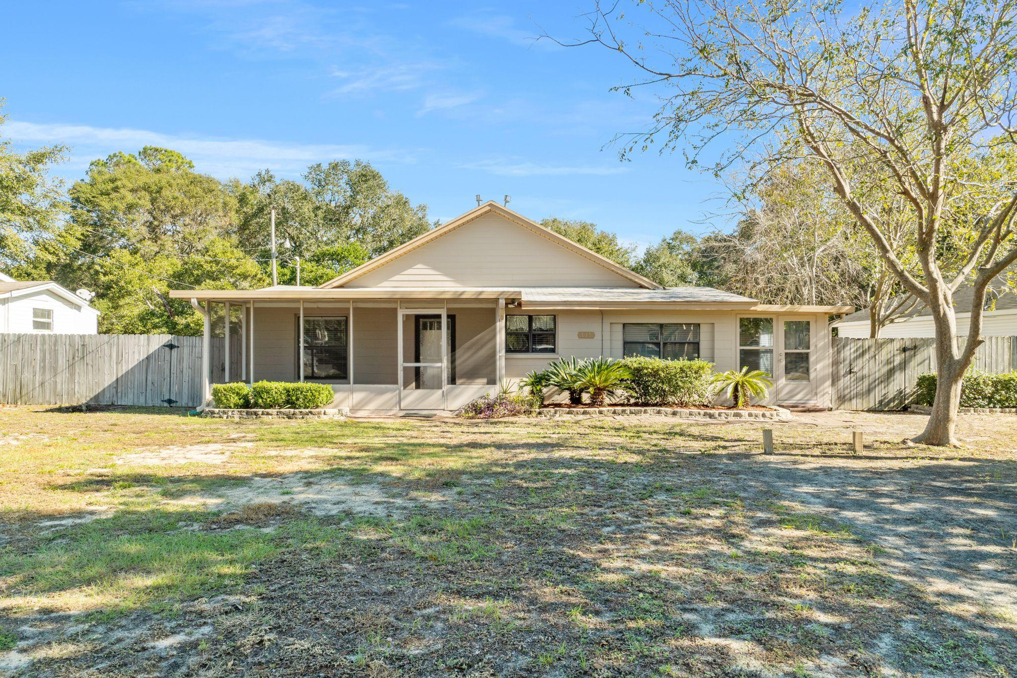 Photo of home for sale at 111 Magnolia, Fort Walton Beach FL