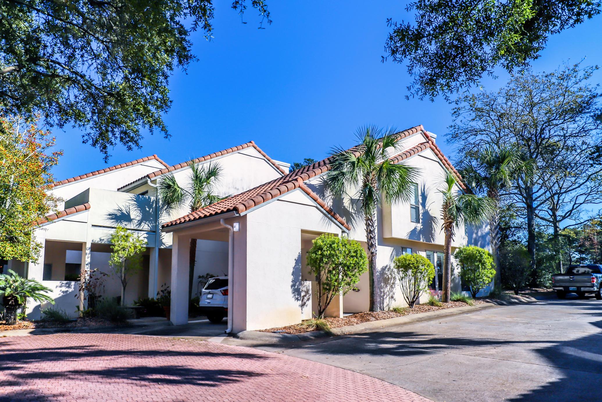 Photo of home for sale at 60 Kensington, Miramar Beach FL