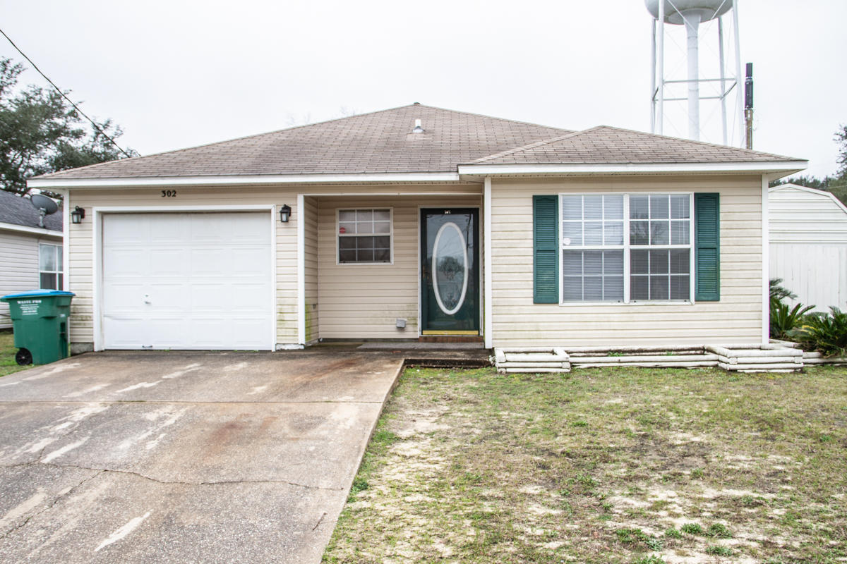 Photo of home for sale at 302 Apple, Crestview FL