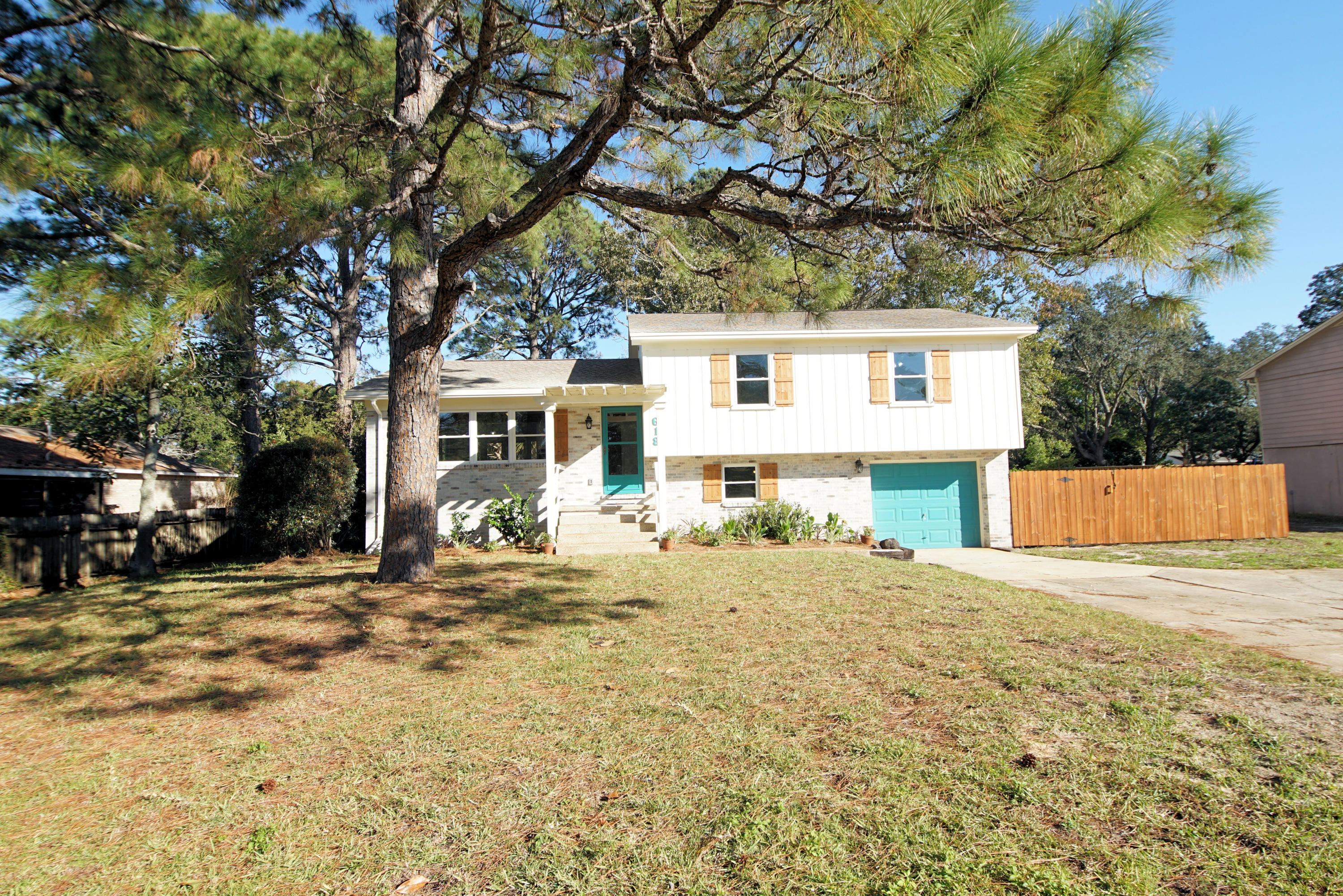 Photo of home for sale at 618 Benning, Destin FL