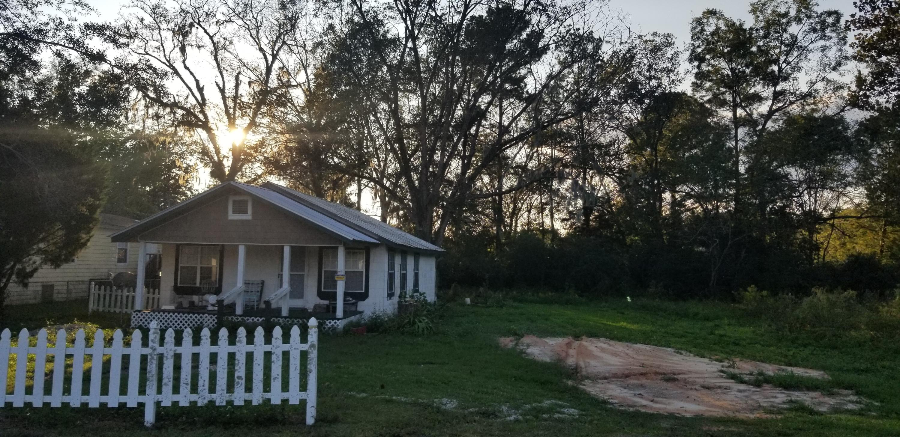 Photo of home for sale at 3002 Main, Vernon FL