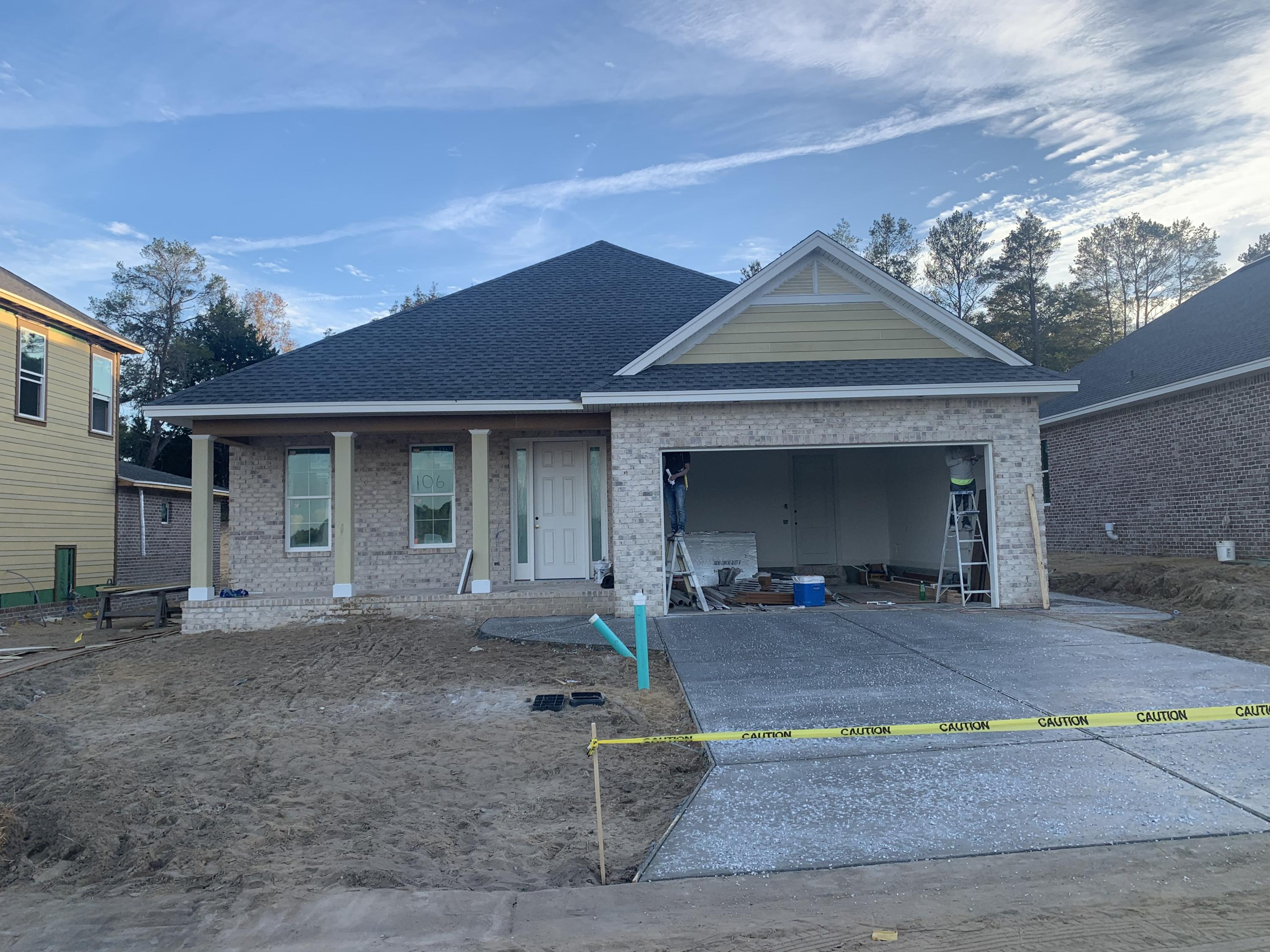 Photo of home for sale at 106 Raiders, Valparaiso FL