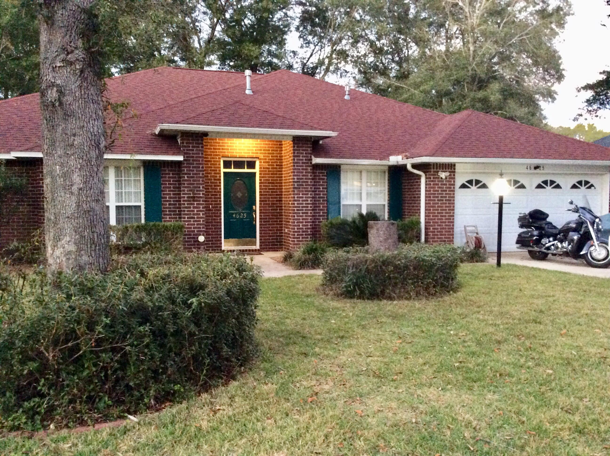 Photo of home for sale at 4625 Scarlet, Crestview FL