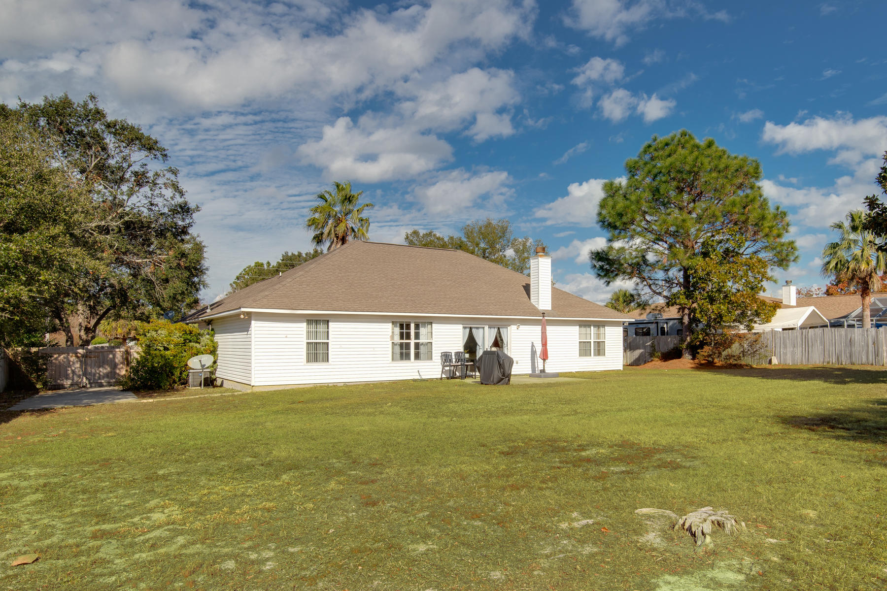 Photo of home for sale at 7223 Manatee, Navarre FL