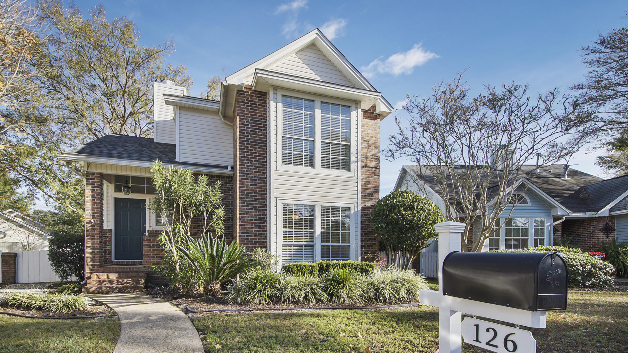 Photo of home for sale at 126 Parkwood, Niceville FL