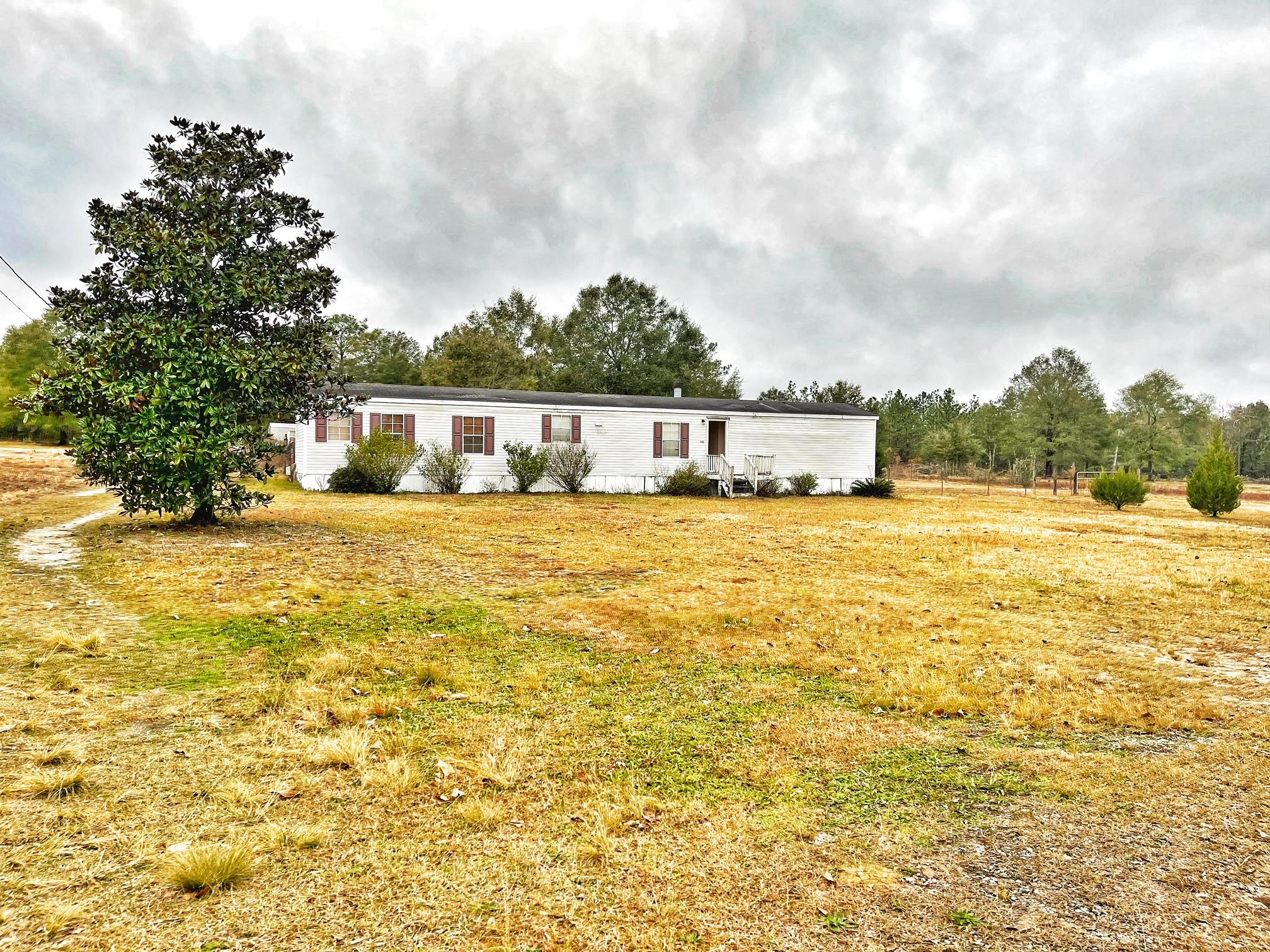 Photo of home for sale at 723 Smith, Defuniak Springs FL